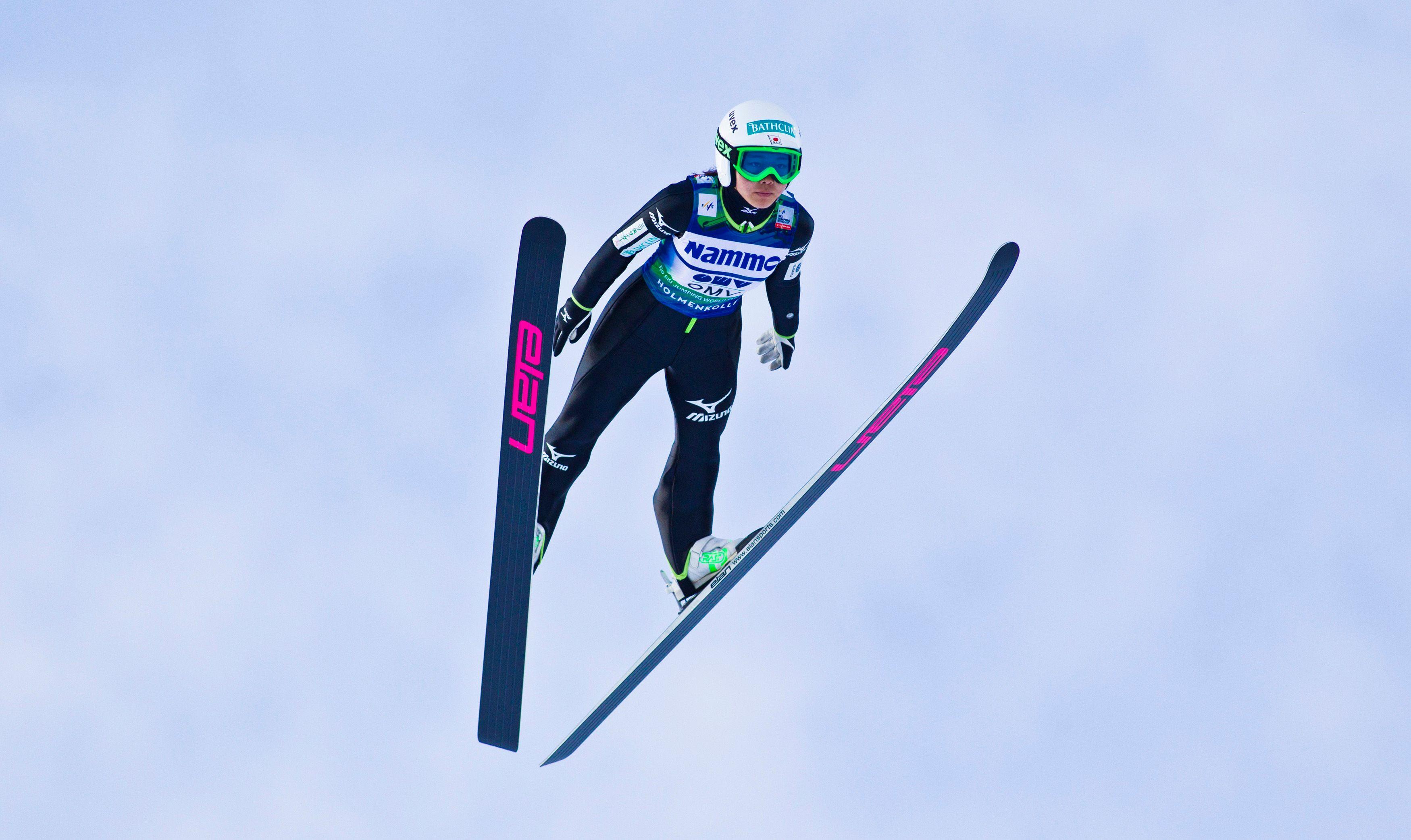 Il a fallu attendre 2011 pour que se tiennent les premiers championnats du monde féminins de saut à ski