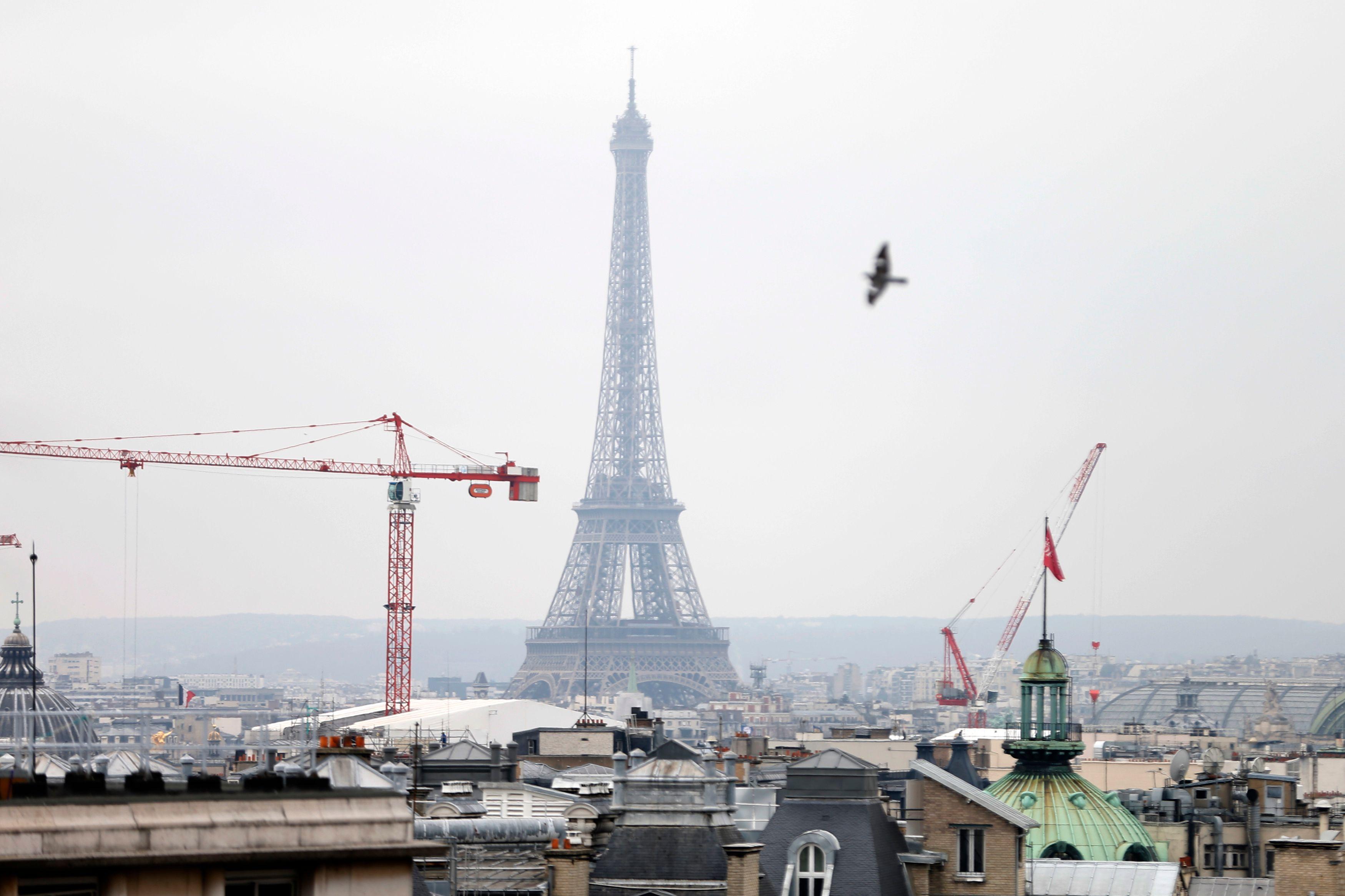 Selon une étude du CNRS publiée lundi 24 novembre, respirer à Paris pourrait parfois avoir les mêmes conséquences que le tabagisme passif.