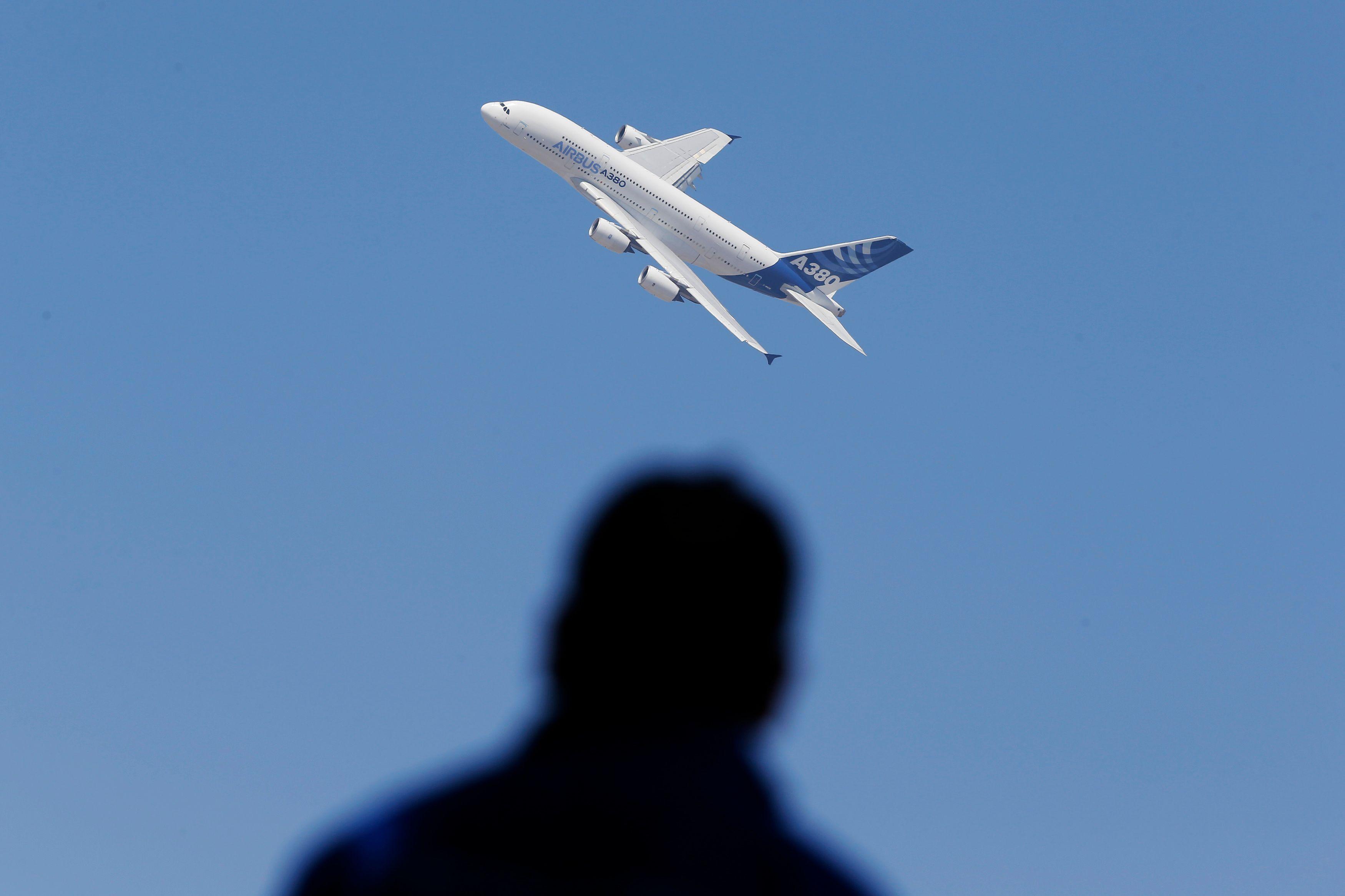 Etats-Unis : un jeune homme de 16 ans survit après avoir passé 5 heures dans le train d'atterrissage d'un avion