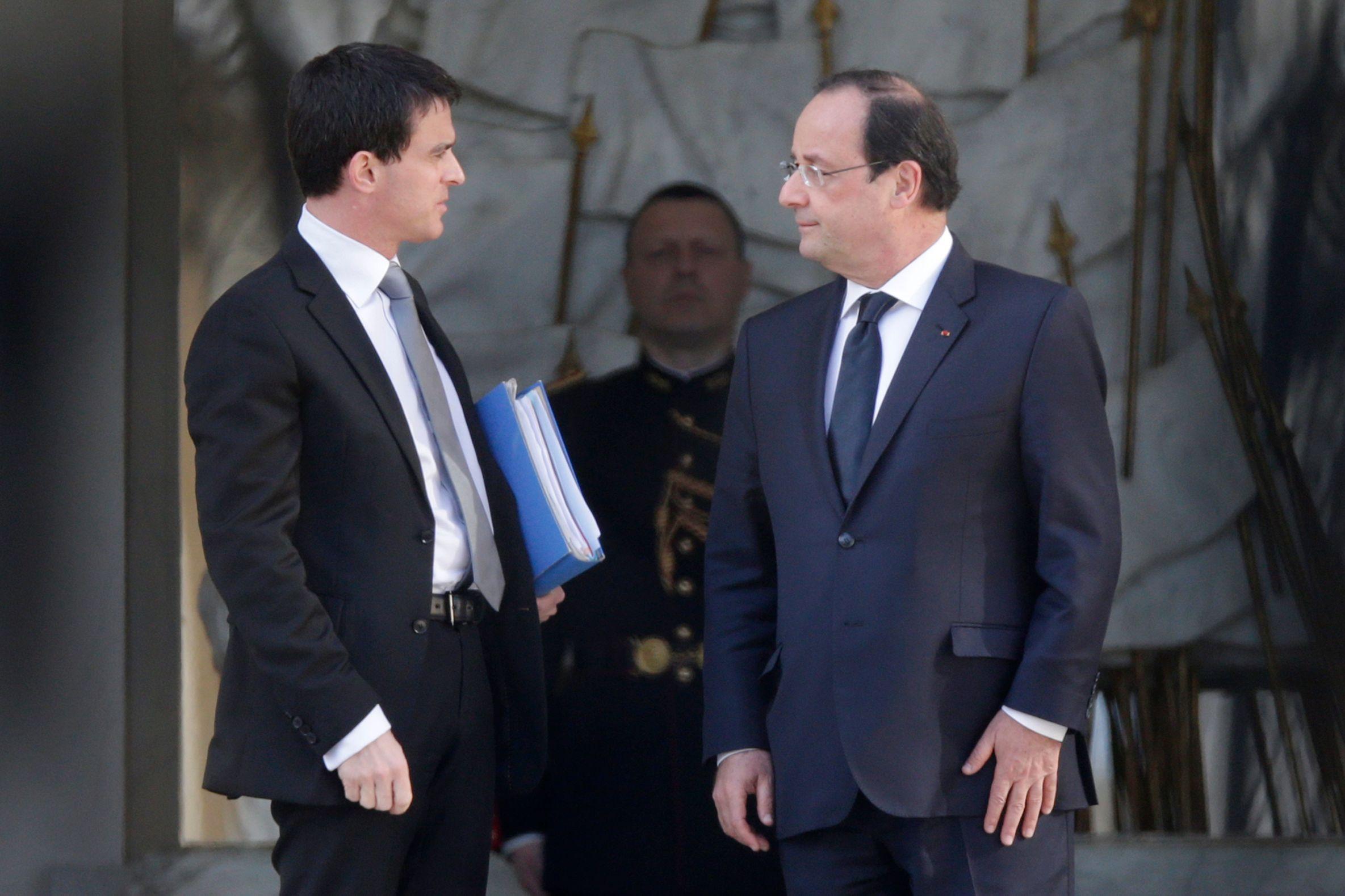 François Hollande et Manuel Valls remontent dans les sondages