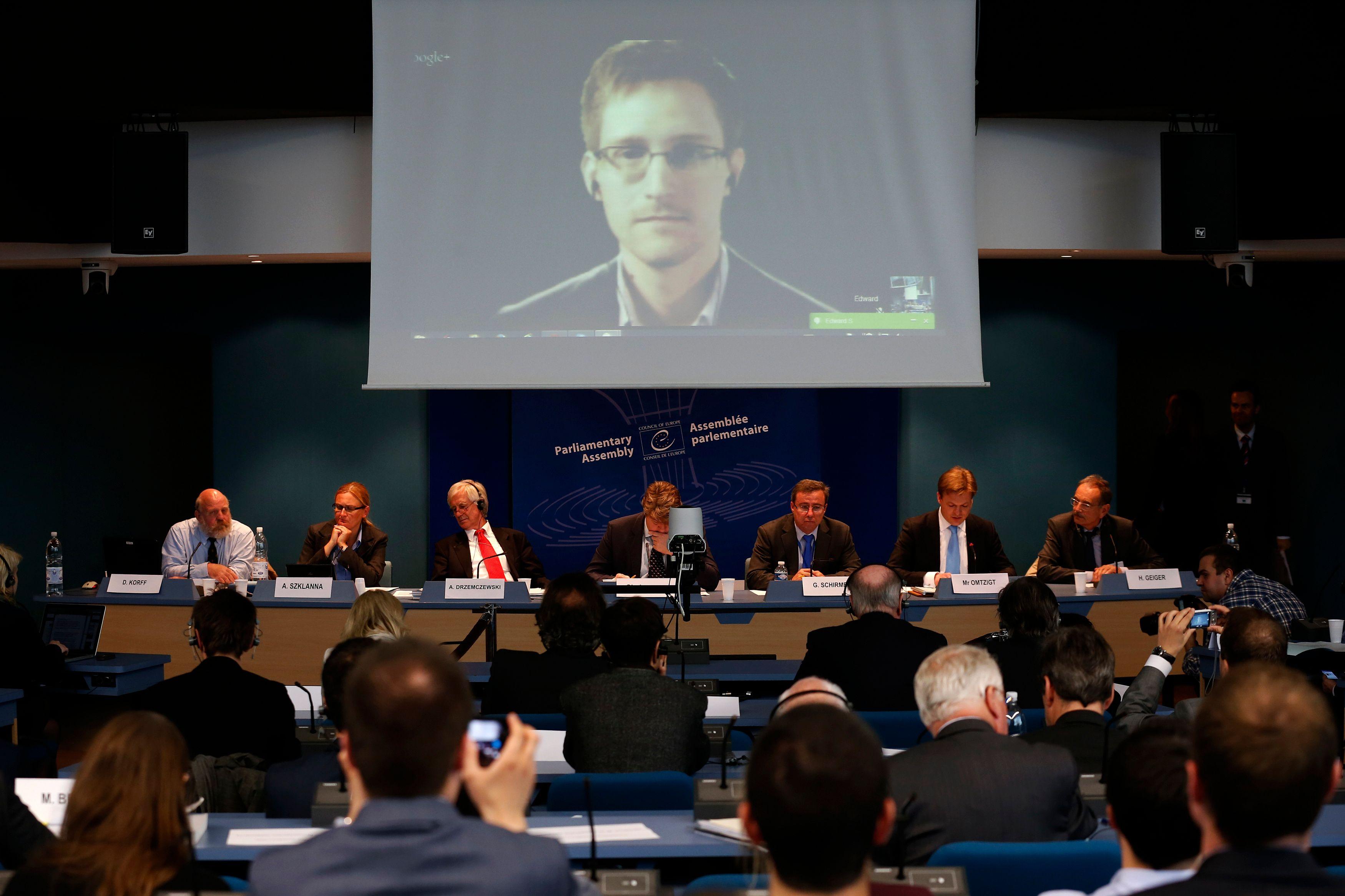 Un an après les révélations de Snowden sur l'espionnage électronique massif de la NSA, ce qui a concrètement changé (spoiler, pas grand chose…)