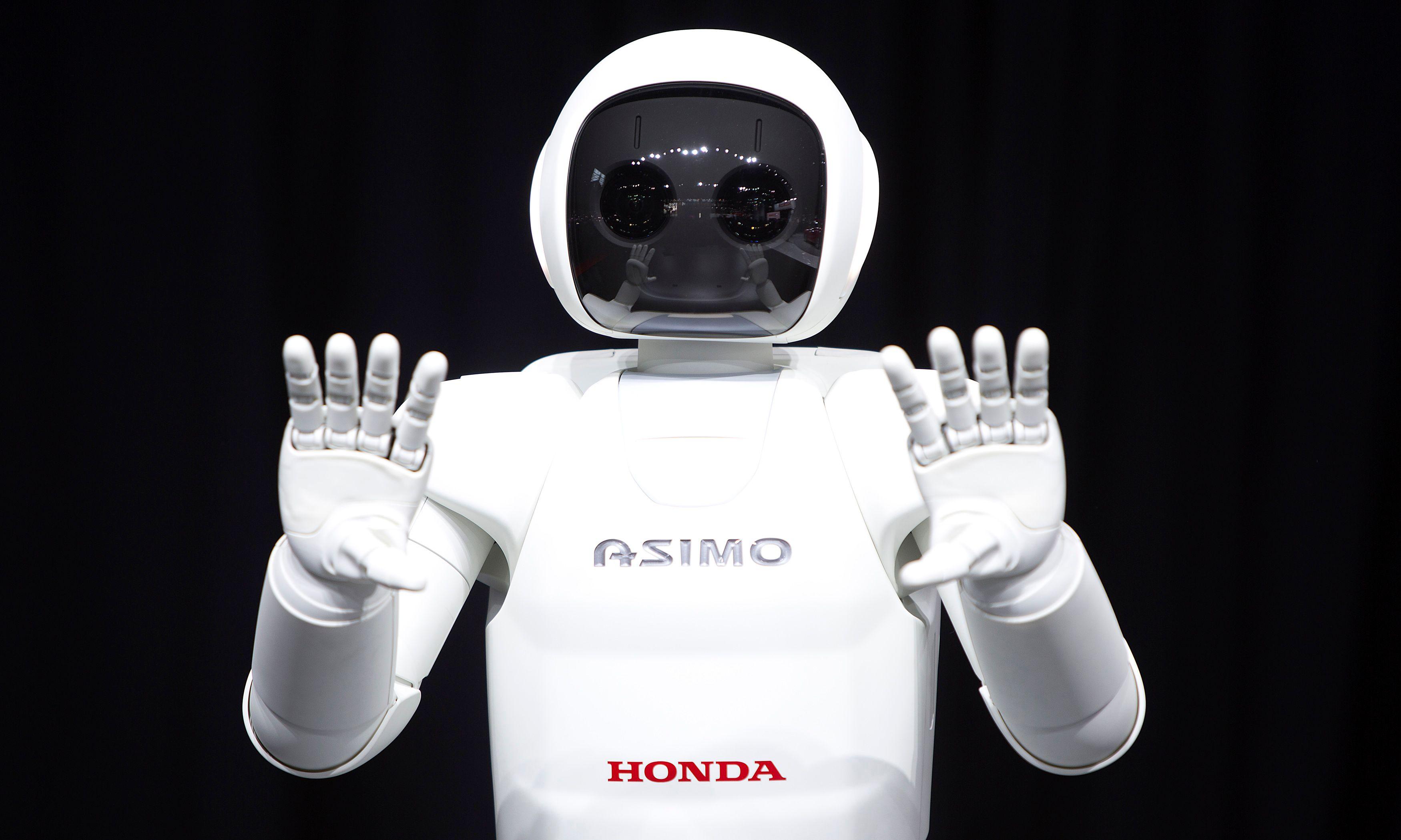 Pepper, le premier robot personnel, sera en vente dès février.