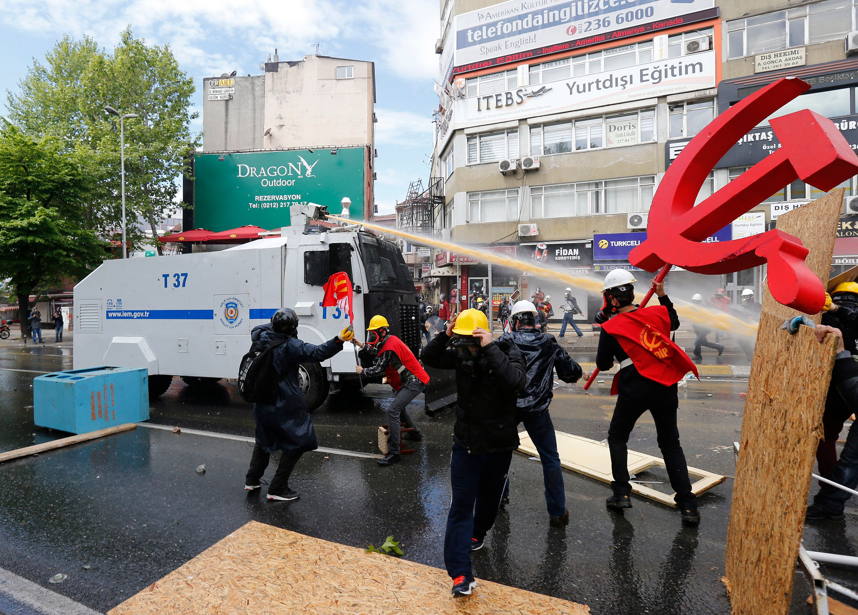 Fête du travail dans le monde : heurts en Turquie, 100 000 personnes à Moscou