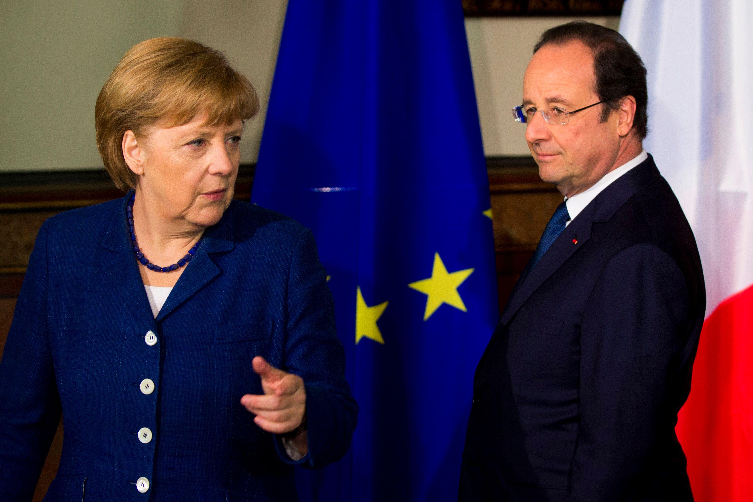 """Ukraine : Hollande et Merkel menacent la Russie et jugent """"illégaux"""" les référendums à l'Est"""