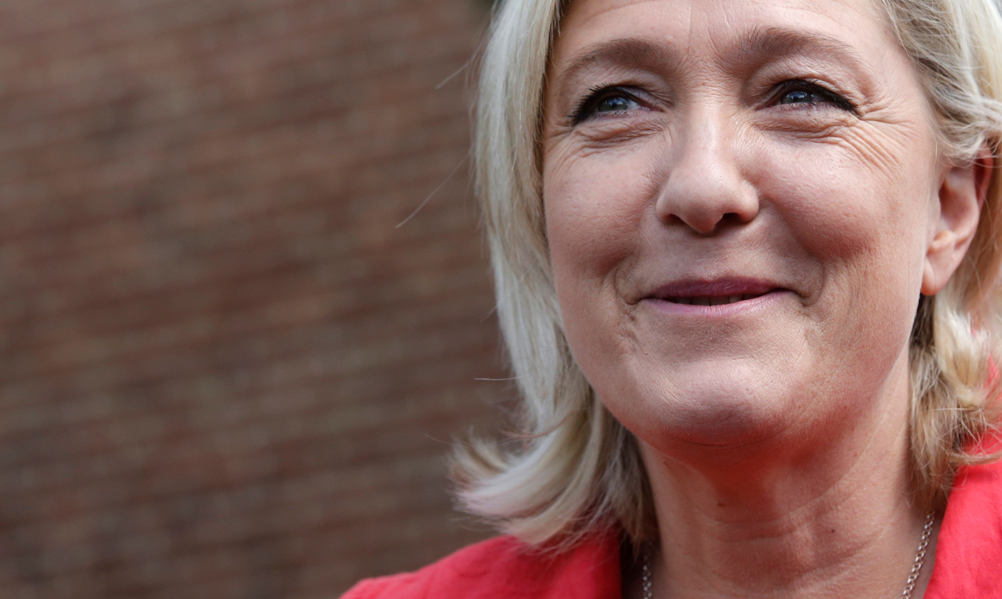 Grâce à Closer on sait que Marine Le Pen a menti au Parlement européen