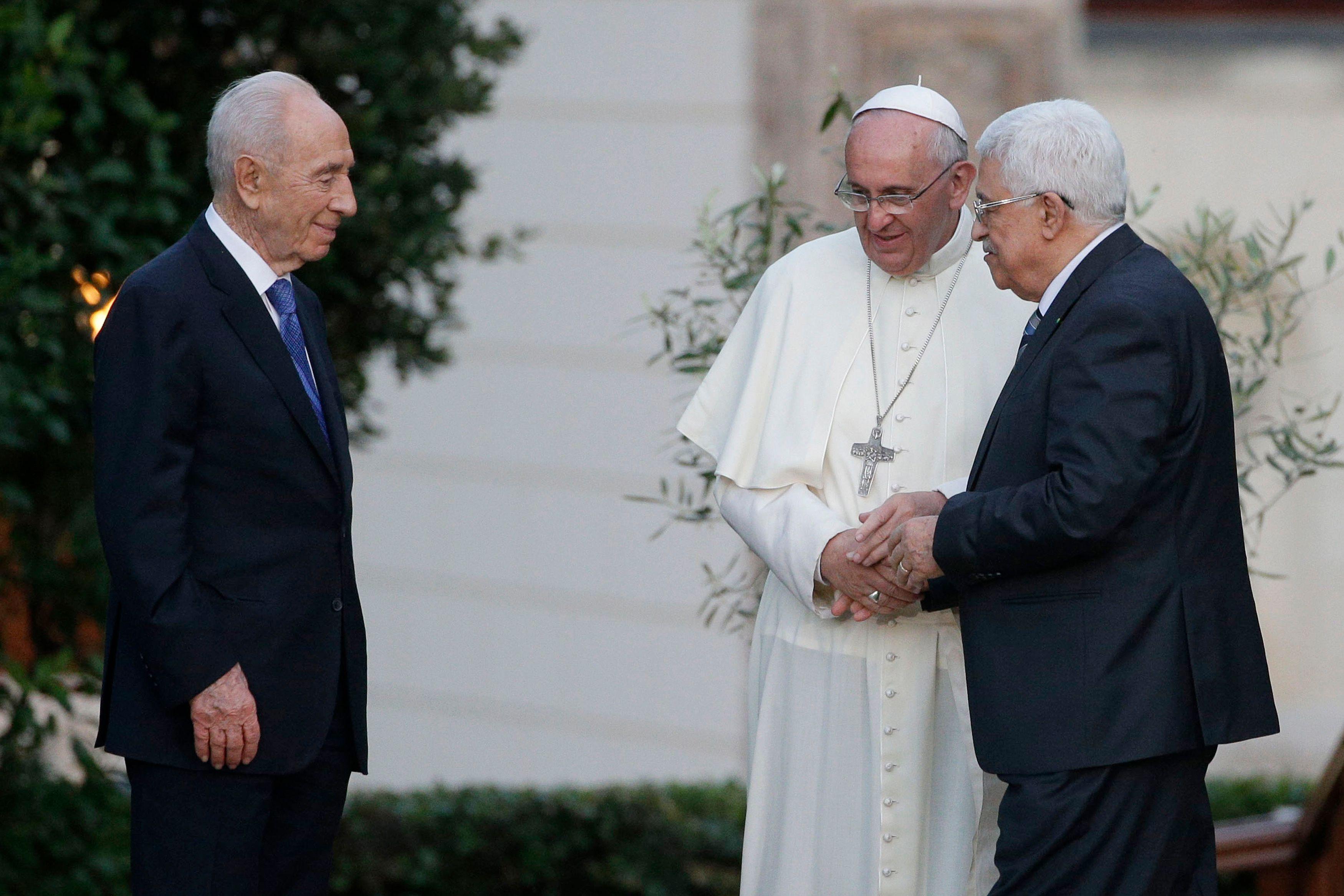 Le pape François avec Shimon Pérès et Mahmoud Abbas