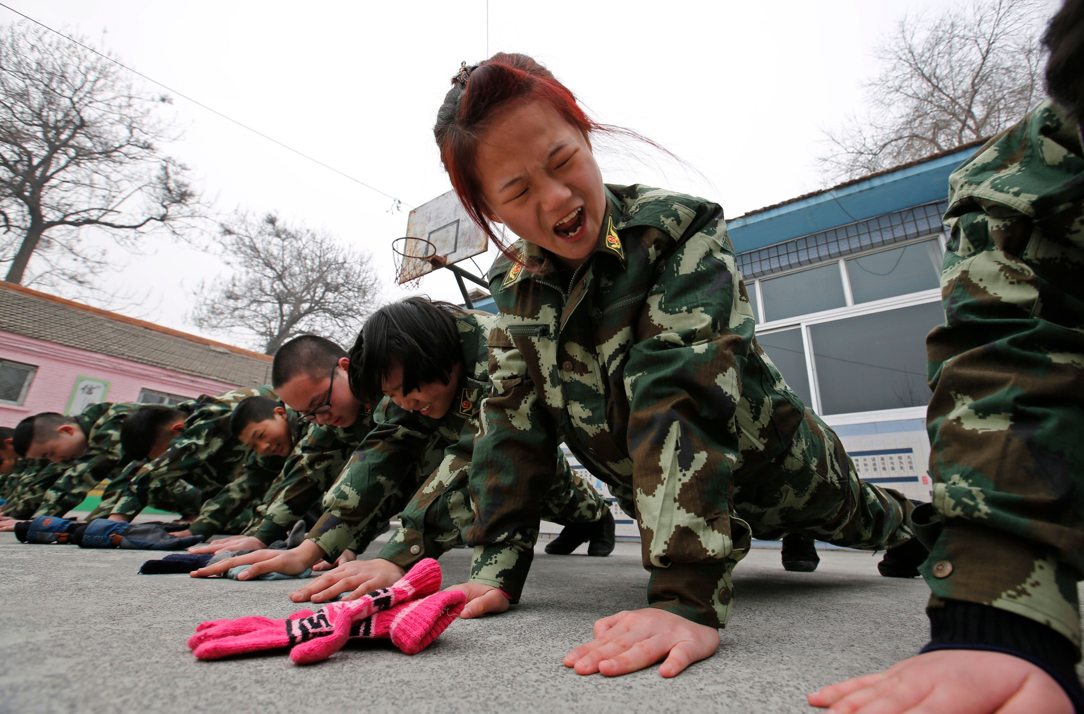 Pour traiter la dépendance à internet chez les adolescents, la Chine use de méthodes militaires.