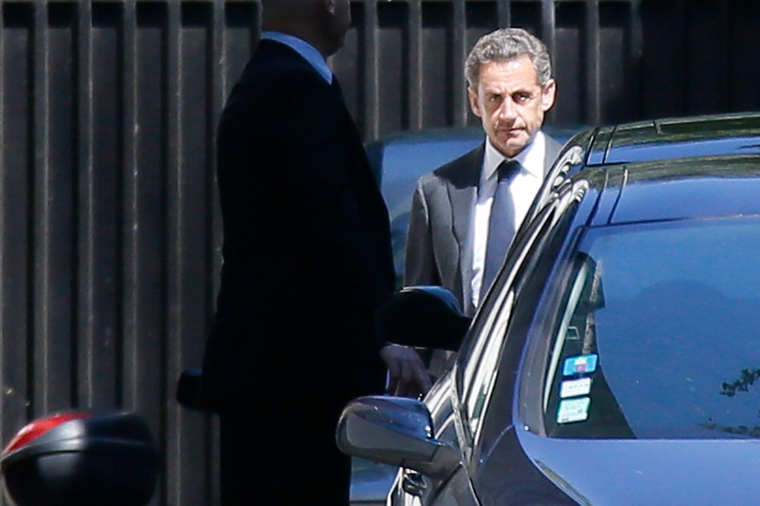 Bayrou comparé au sida : Nicolas Sarkozy décide de porter plainte contre le Parisien
