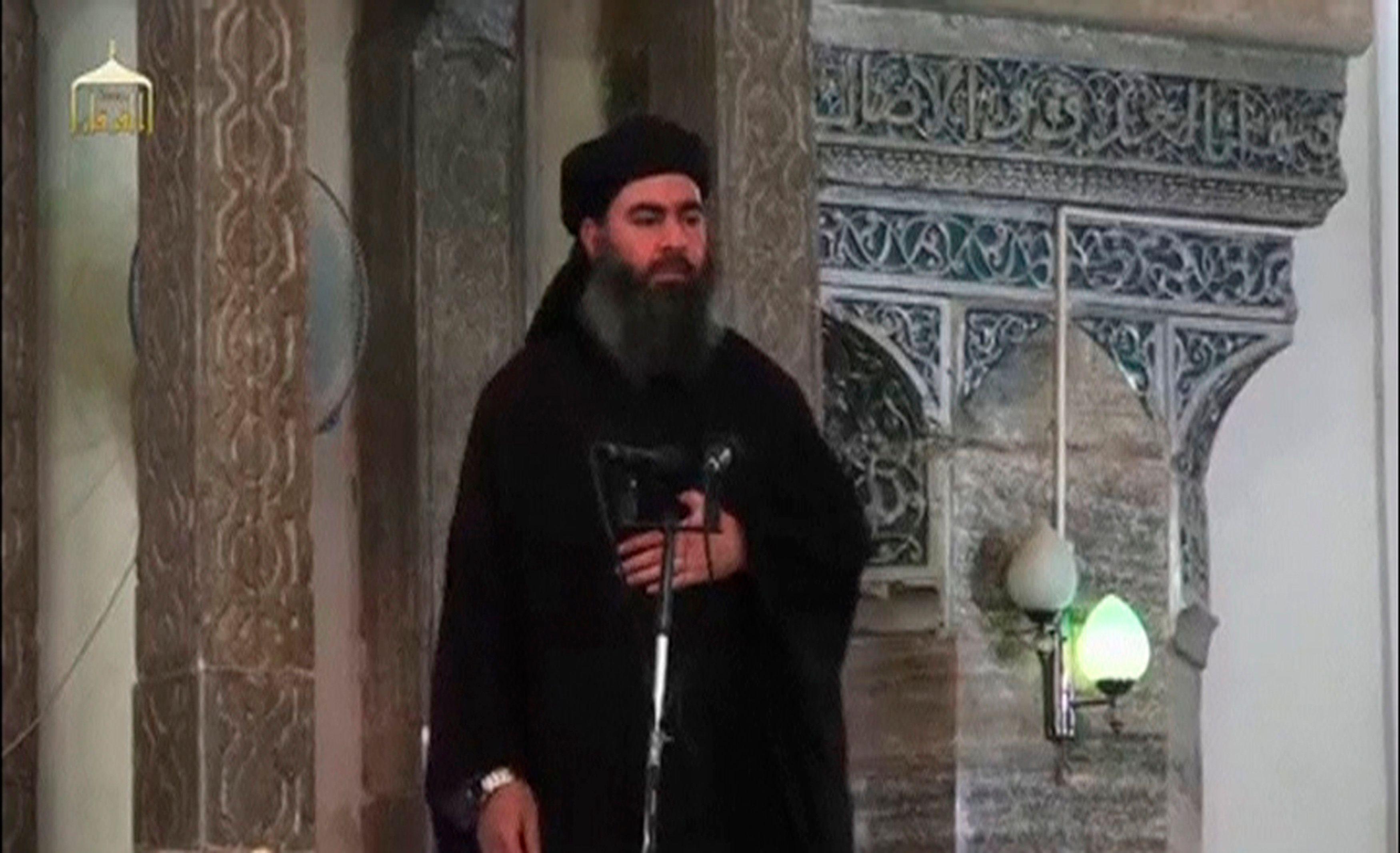 """Irak : le chef de l'État islamique, Abou Bakr al-Baghdadi, aurait été """"grièvement blessé"""" par des frappes aériennes"""