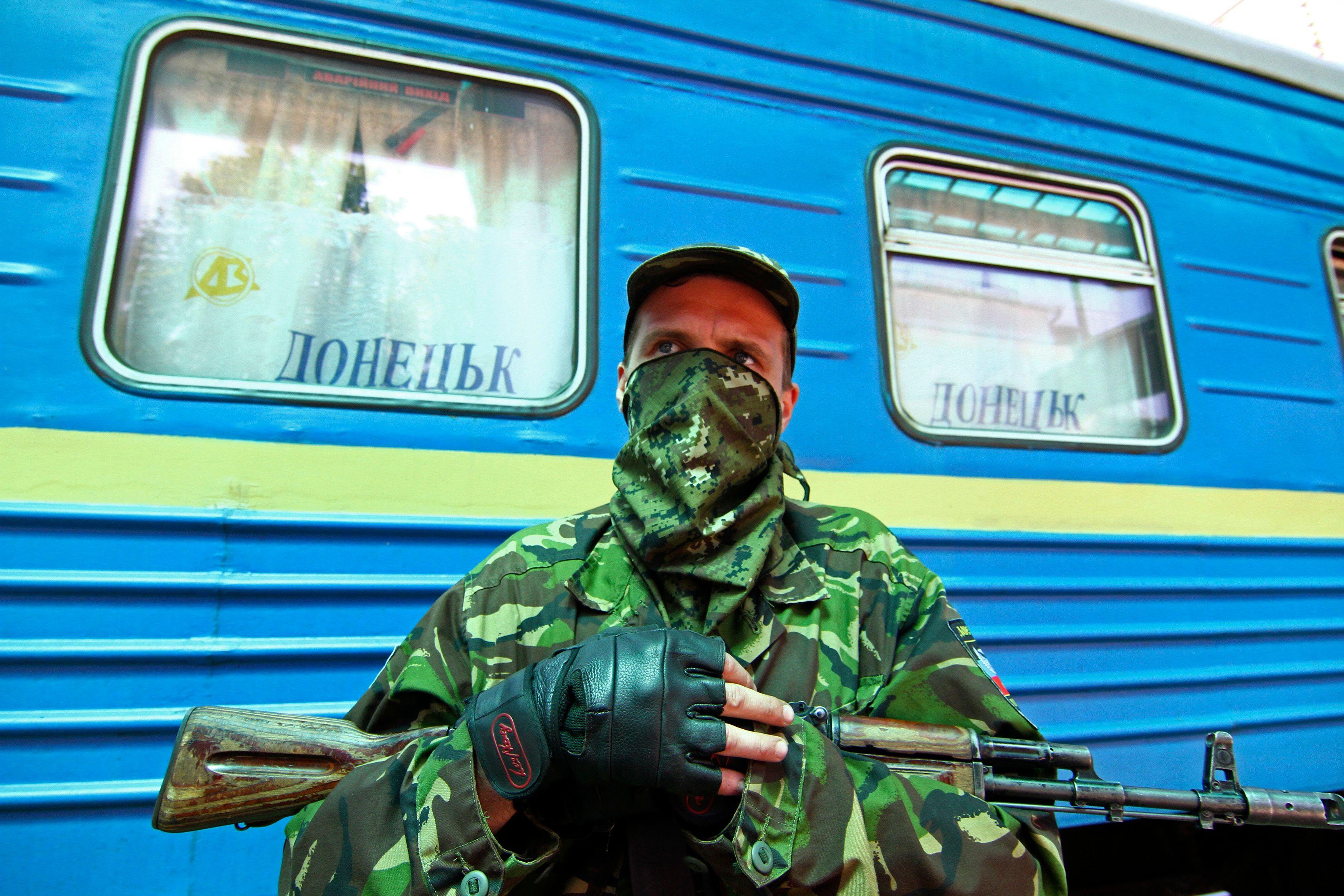 L'Ukraine s'enfonce dans la guerre civile.