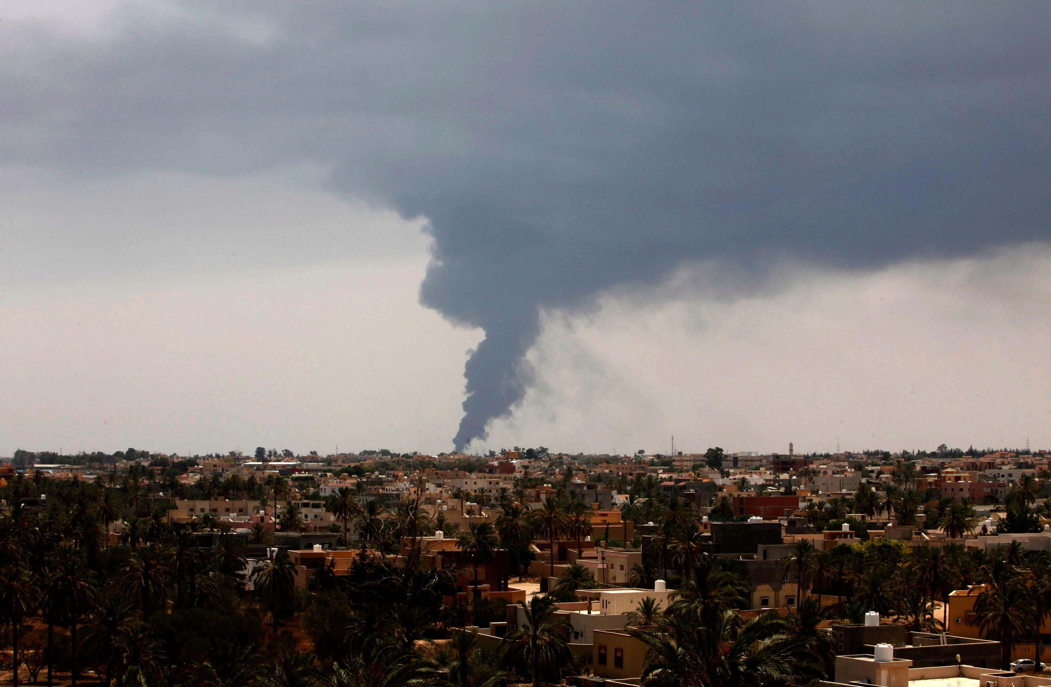 Tripoli est menacée par un incendie ravageant un dépôt de carburant