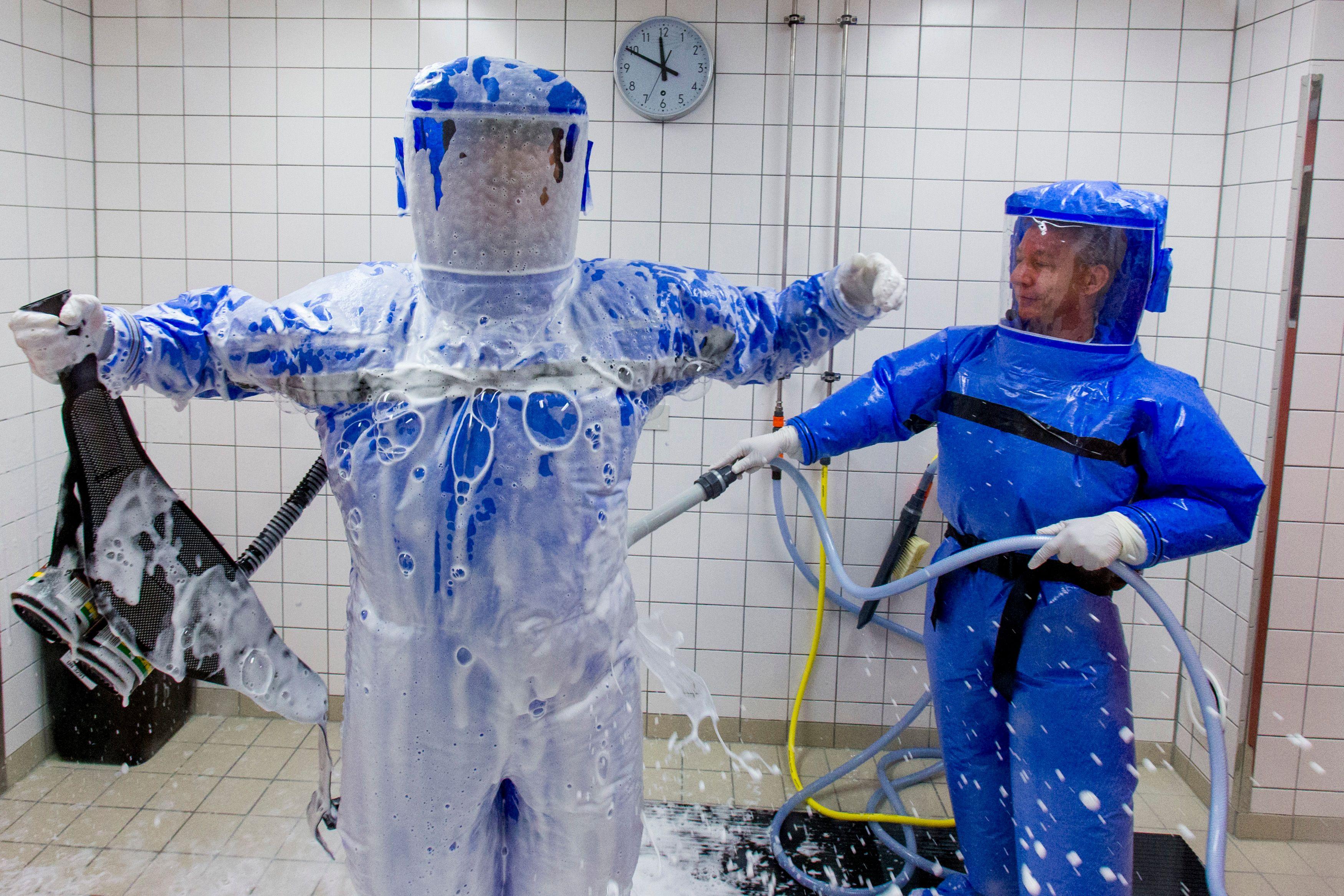 Ebola plane comme une menace au-dessus de l'Europe.