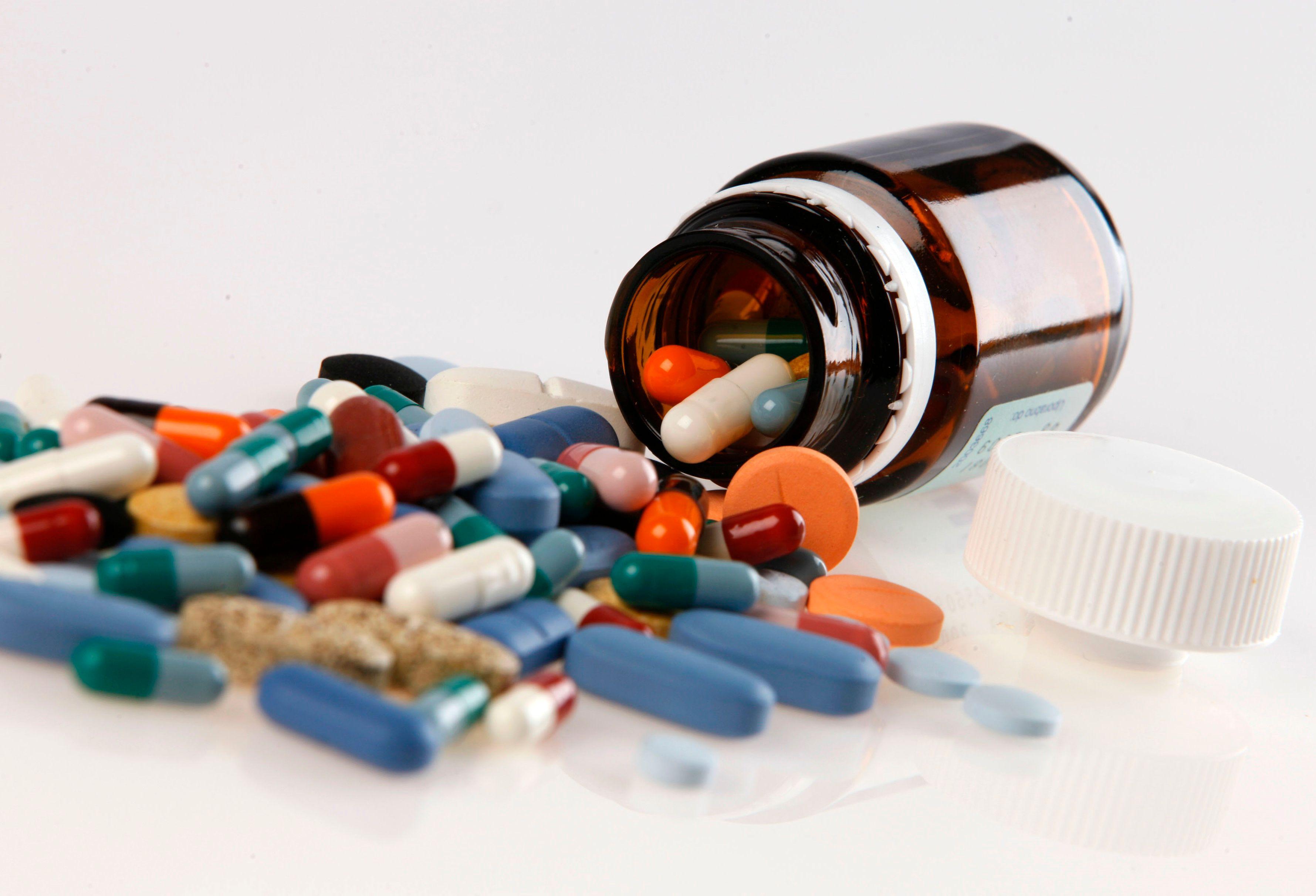 Les erreurs médicamenteuses ne diminuent pas : a-t-on trop banalisé le médicament en France ?