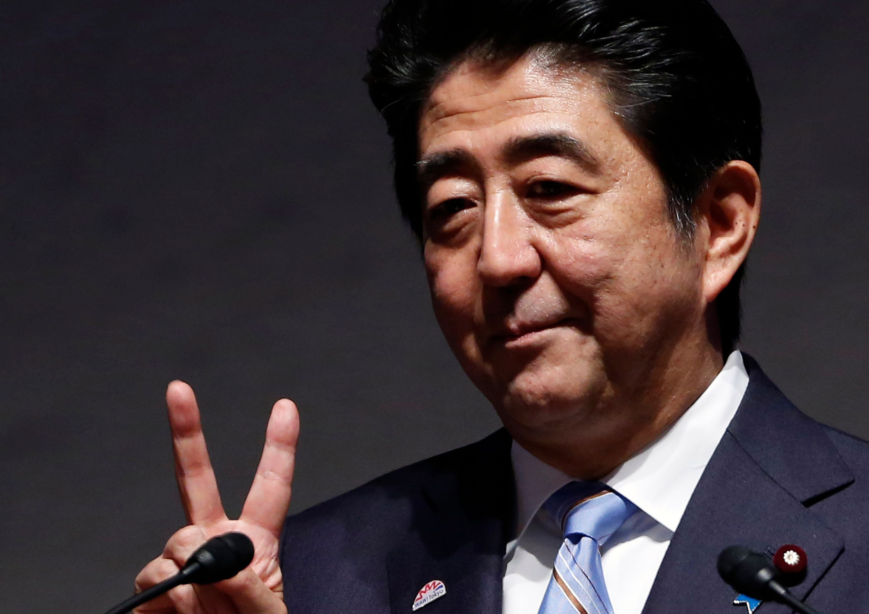 Shinzo Abe à Paris : pourquoi la politique économique menée au Japon devrait intéresser les candidats 2017
