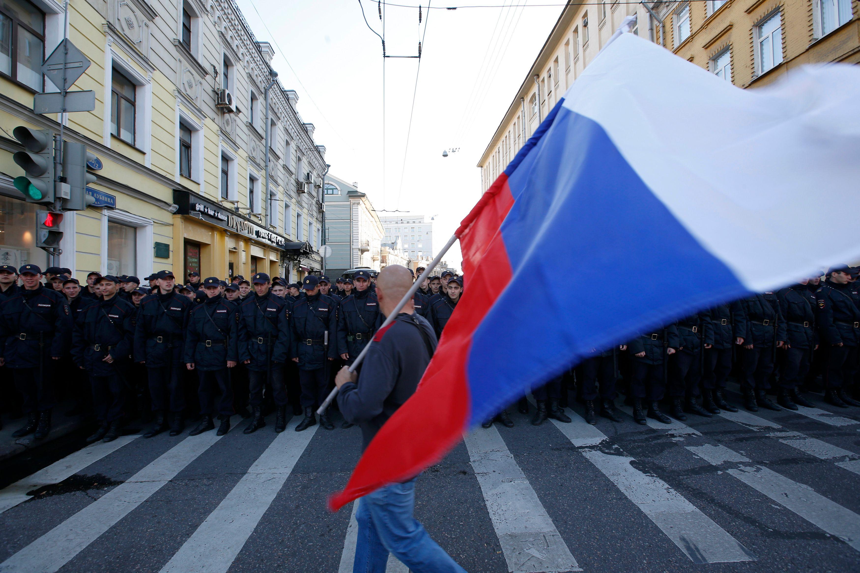 Russie : l'UE appelle Moscou à libérer l'opposant Alexeï Navalny et ses centaines de partisans