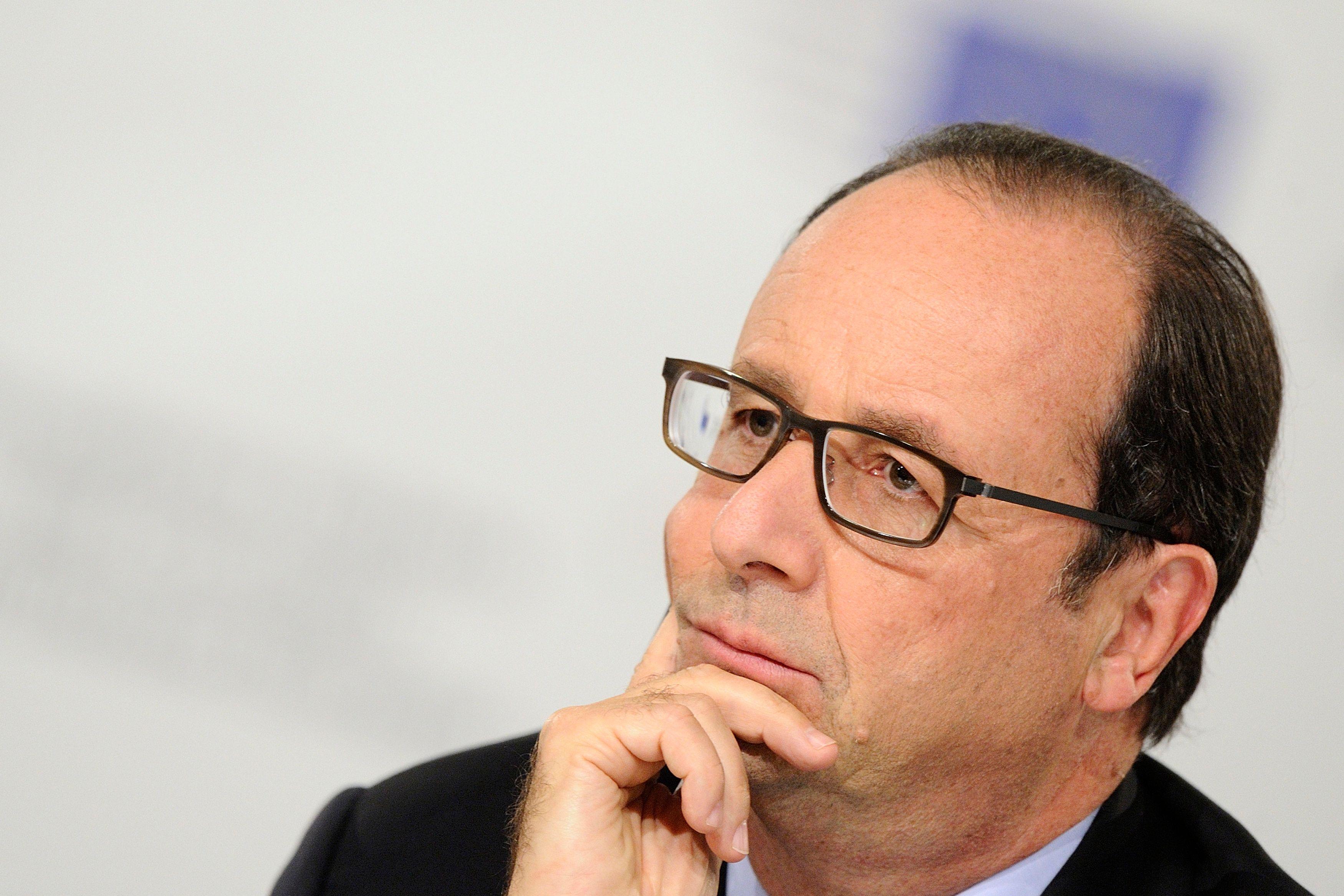 Timide remontée de la cote de confiance de François Hollande