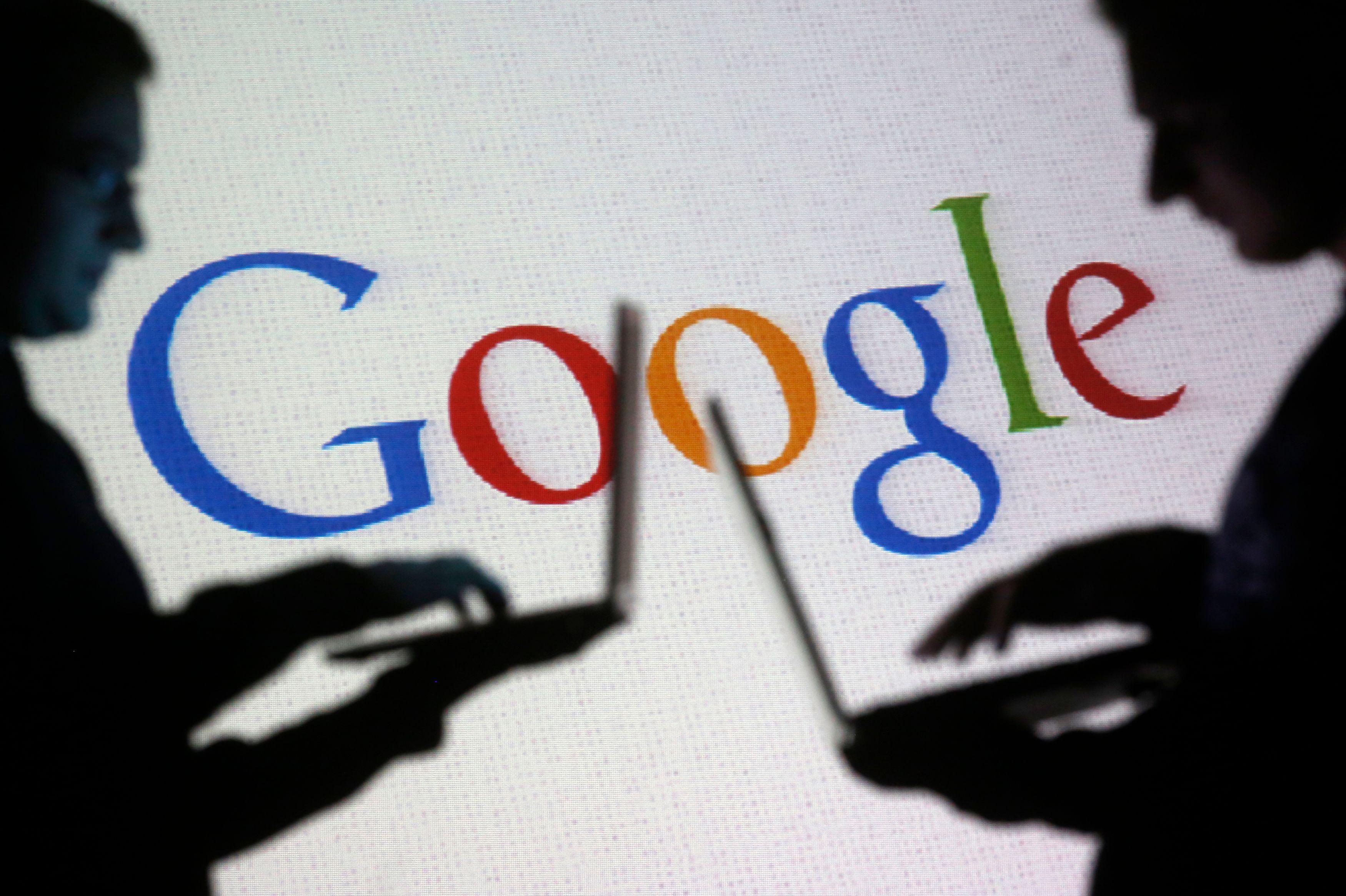 """Angela Merkel attire l'attention sur le fait que Google propose des résultats personnalisés à chaque utilisateur, et que cela peut s'avérer néfaste pour la société. C'est la """"filter bubble"""" qui fait que Google nous fournit des résultats filtrés."""