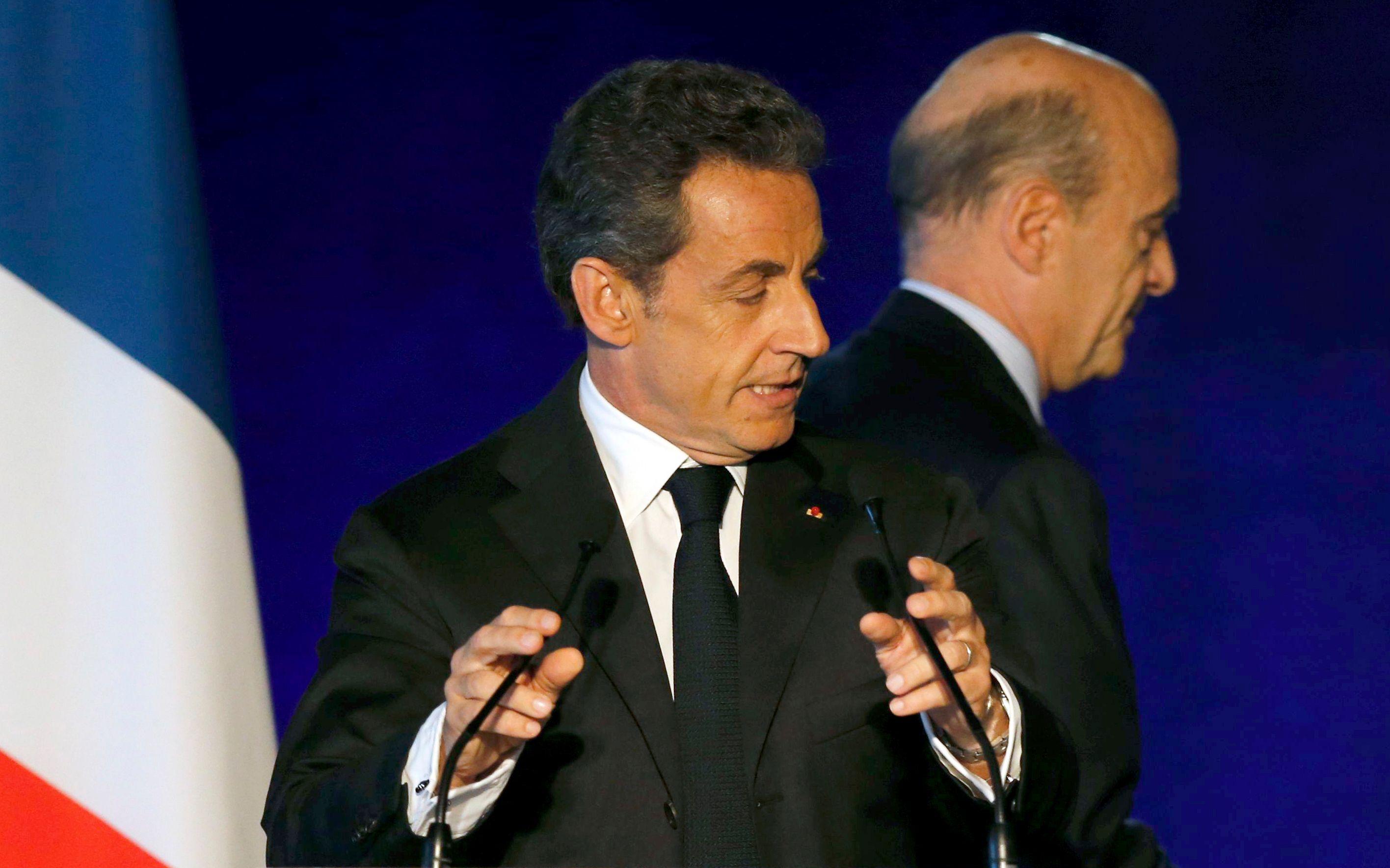 """Alain Juppé adresse ses """"amitiés"""" à Nicolas Sarkozy dans ces """"moments difficiles"""""""