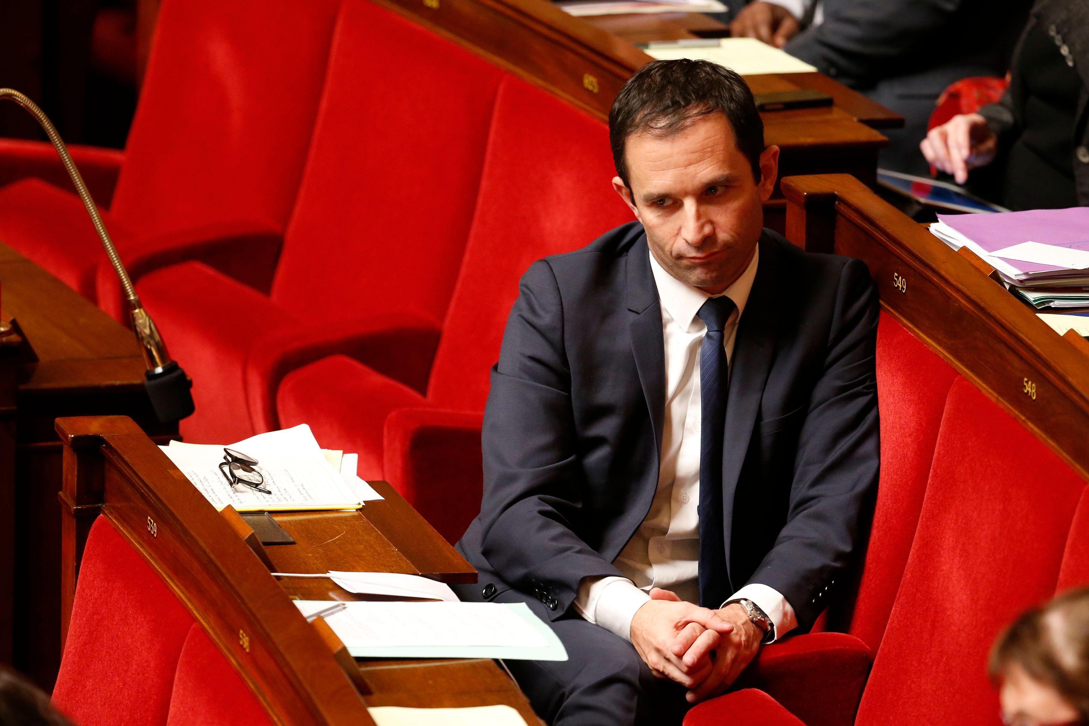"""Benoît Hamon pourrait présenter des """"excuses"""" sur la colonisation et craint un """"embrasement garanti des banlieues"""" si Marine Le Pen est élue"""