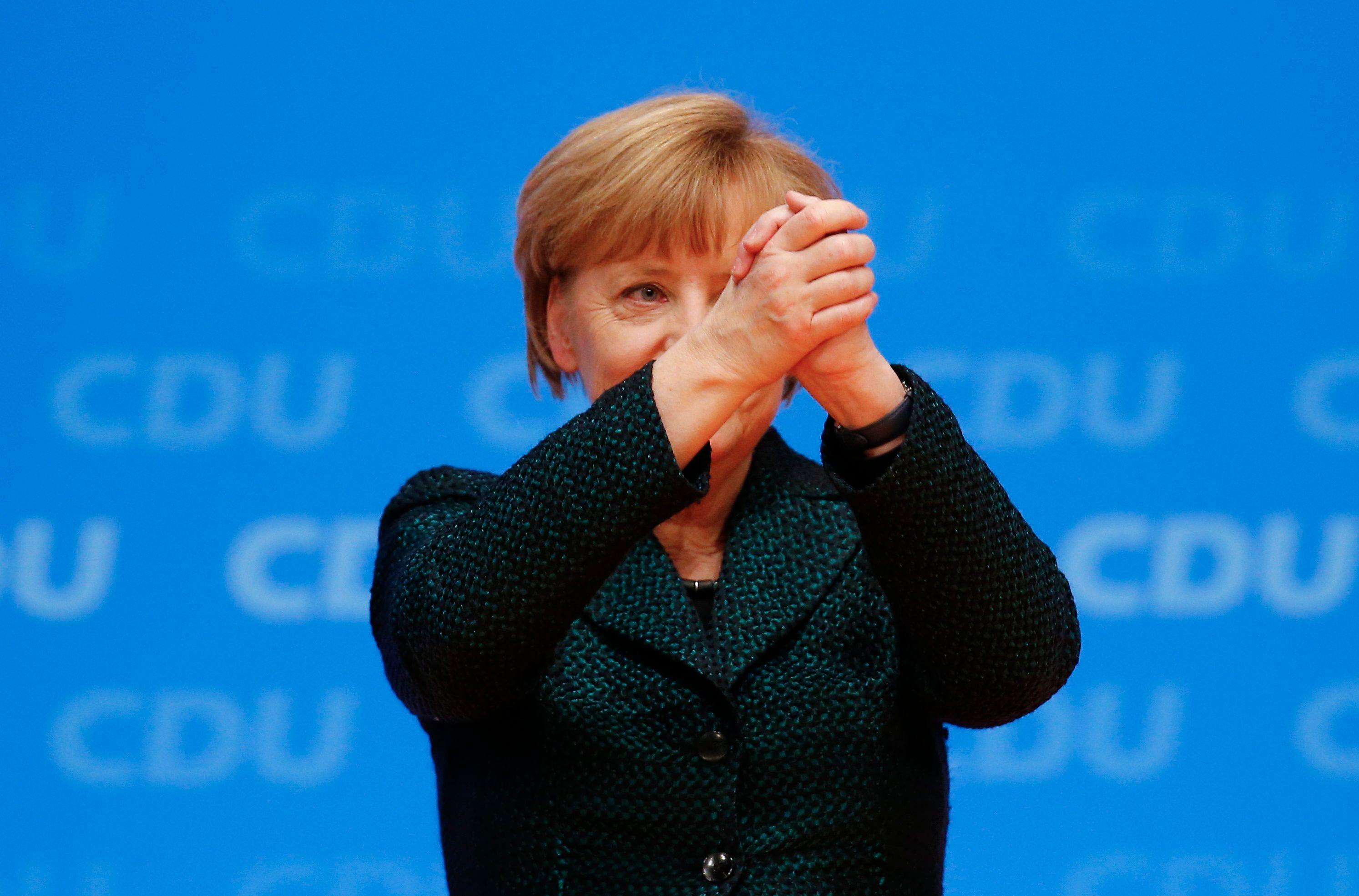 """Crise des migrants : pourquoi Marine Le Pen peut dire """"Danke schön Frau Merkel"""""""