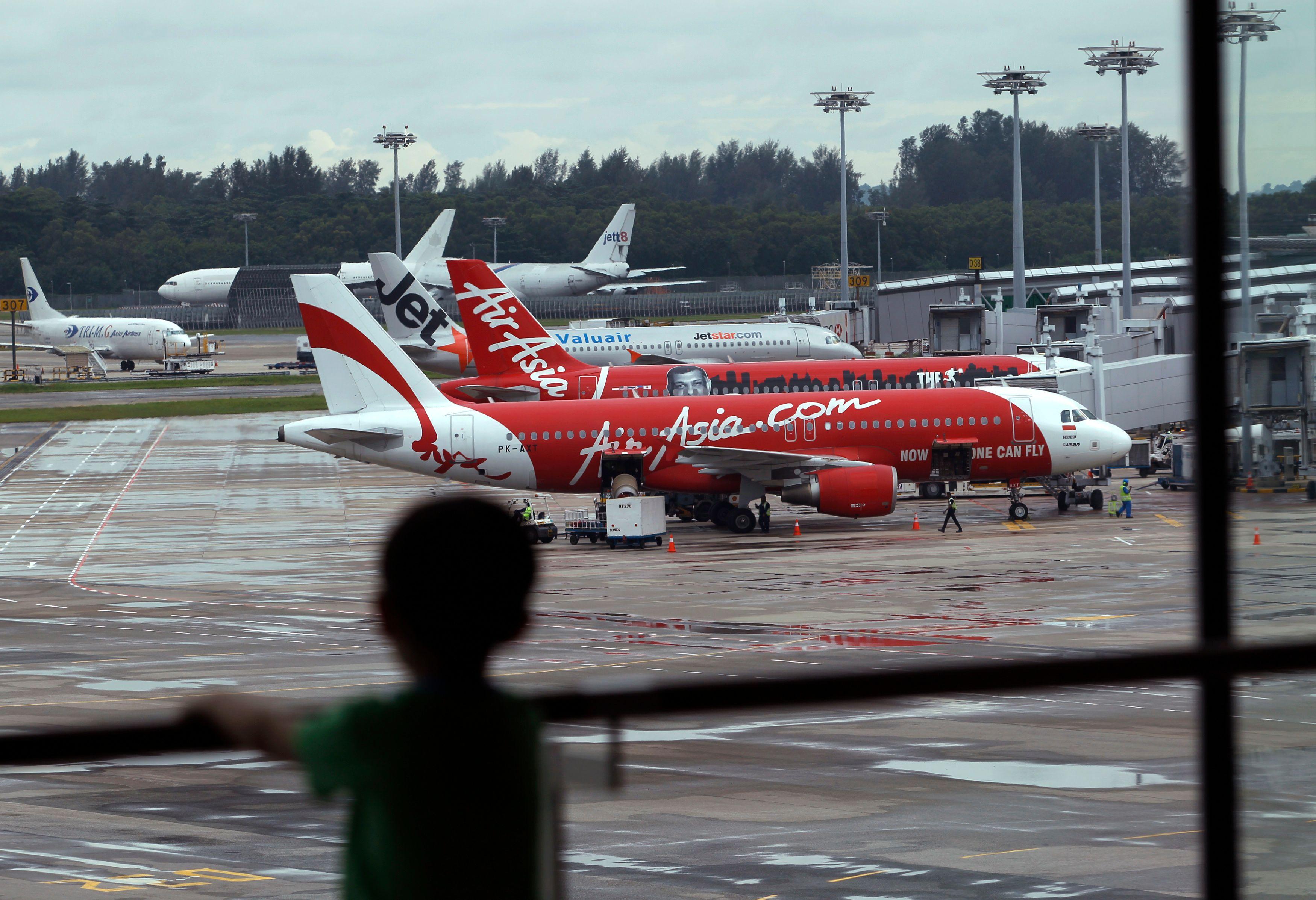 5 parties de l'avion d'Air Asia ont été retrouvés