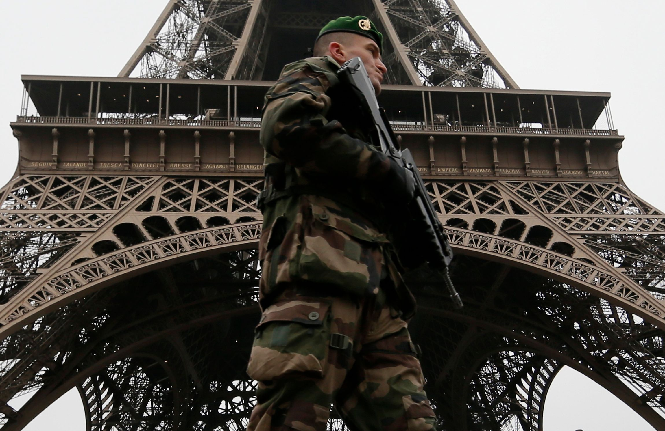 Terrorisme : SOS réservistes et sociétés privées, la France en pénurie de militaires