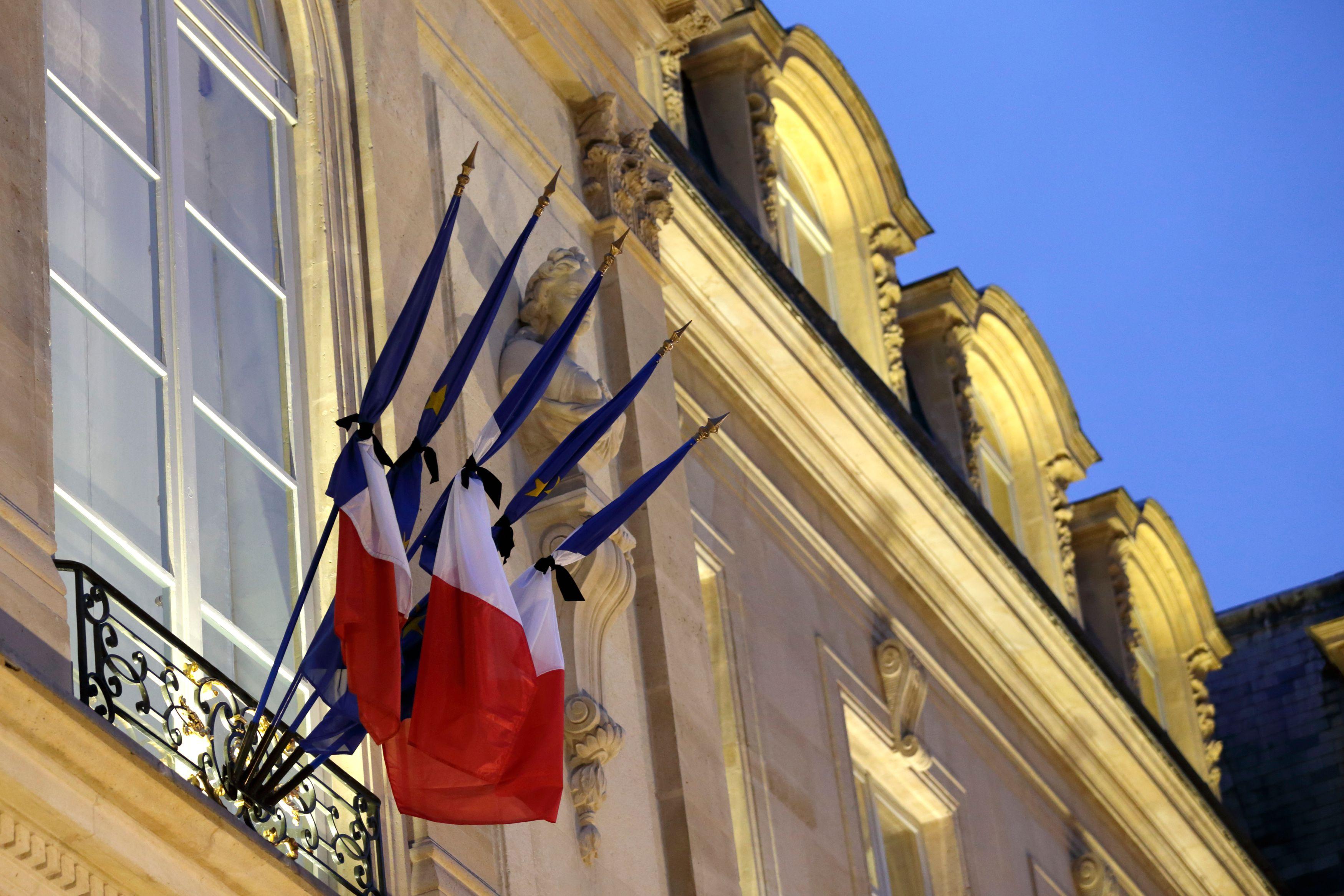 Vous voulez le drapeau tricolore et la Marseillaise ? Mais vous n'y pensez pas dit le CSA !