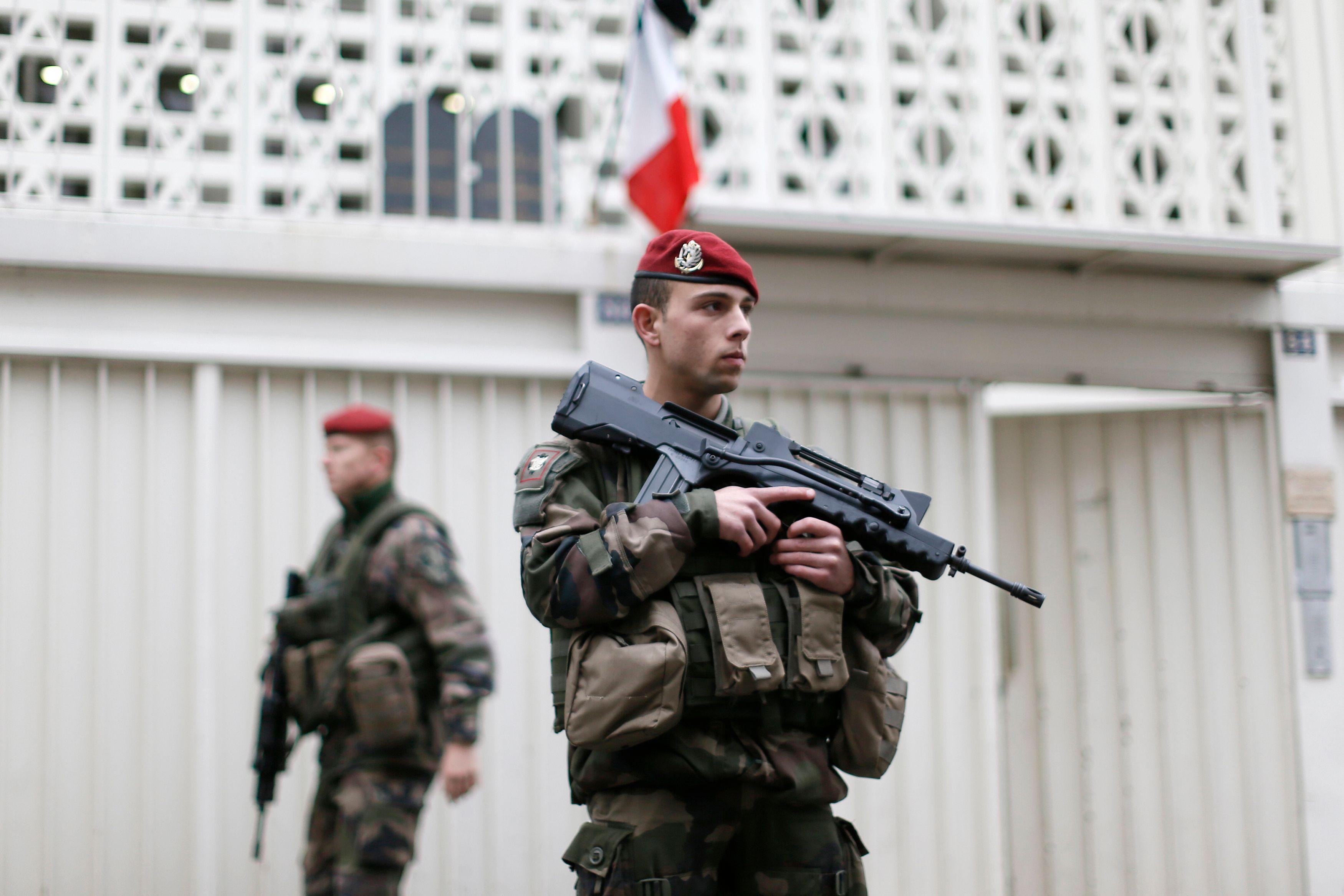 La question terroriste est toujours très présente et impacte fortement la vie politique.