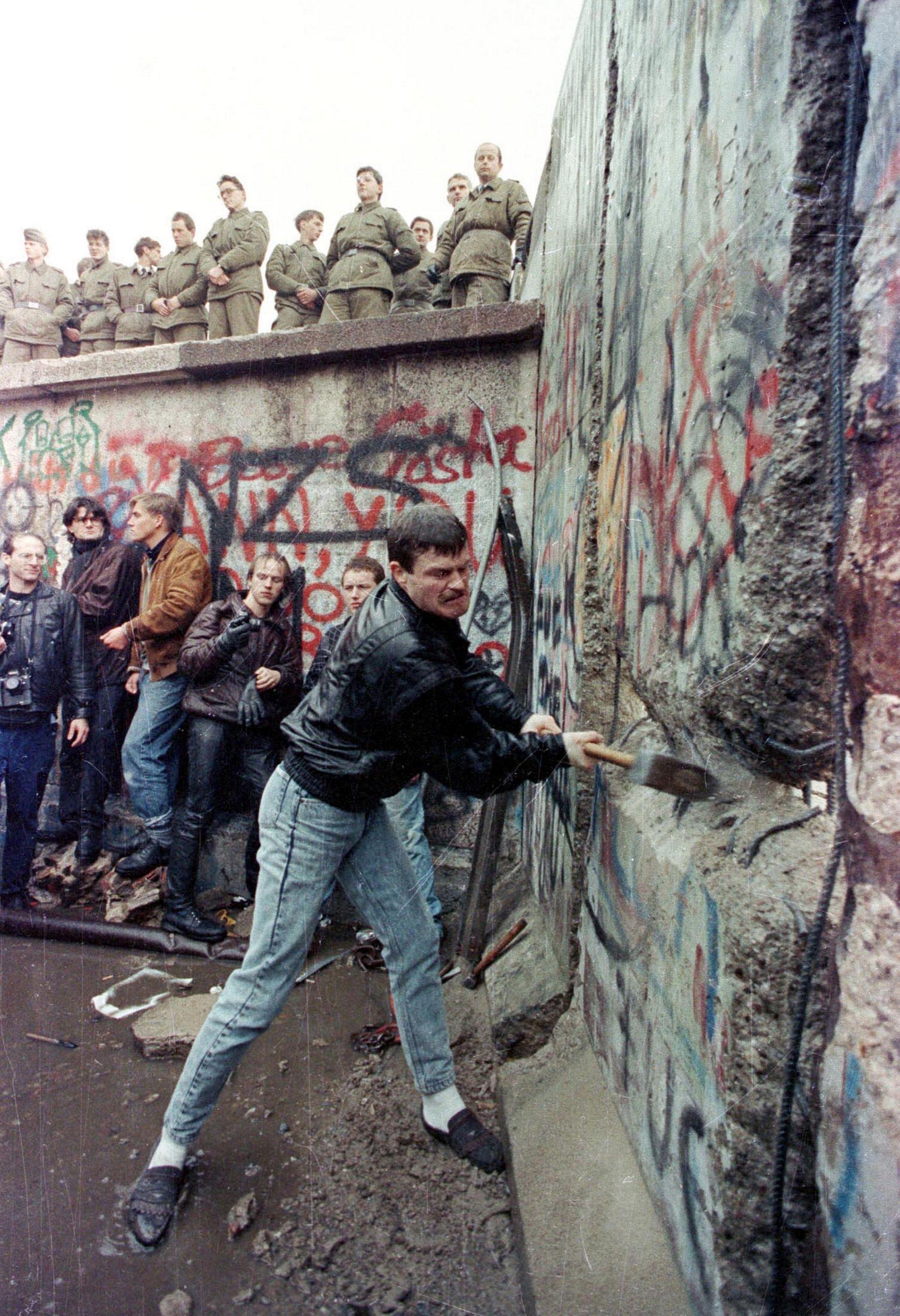Chute du mur de Berlin : comment la réunification a conduit à une domination germanique sur l'Europe que l'Allemagne ne cherchait pas