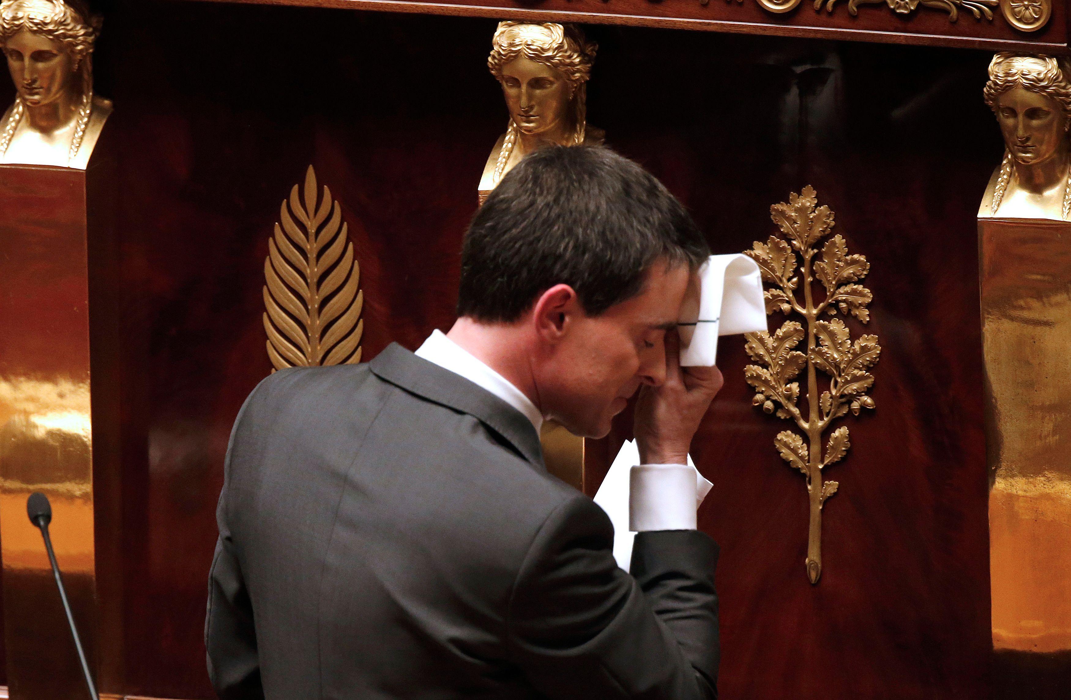 Valls a annoncé ce dimanche qu'il déjeunerait lundi avec François Hollande et qu'il prendrait ses responsabilités. L'affrontement commence entre les deux hommes, et avec un peu de chance, Hollande finira son mandat sans Premier ministre, et bien seul.
