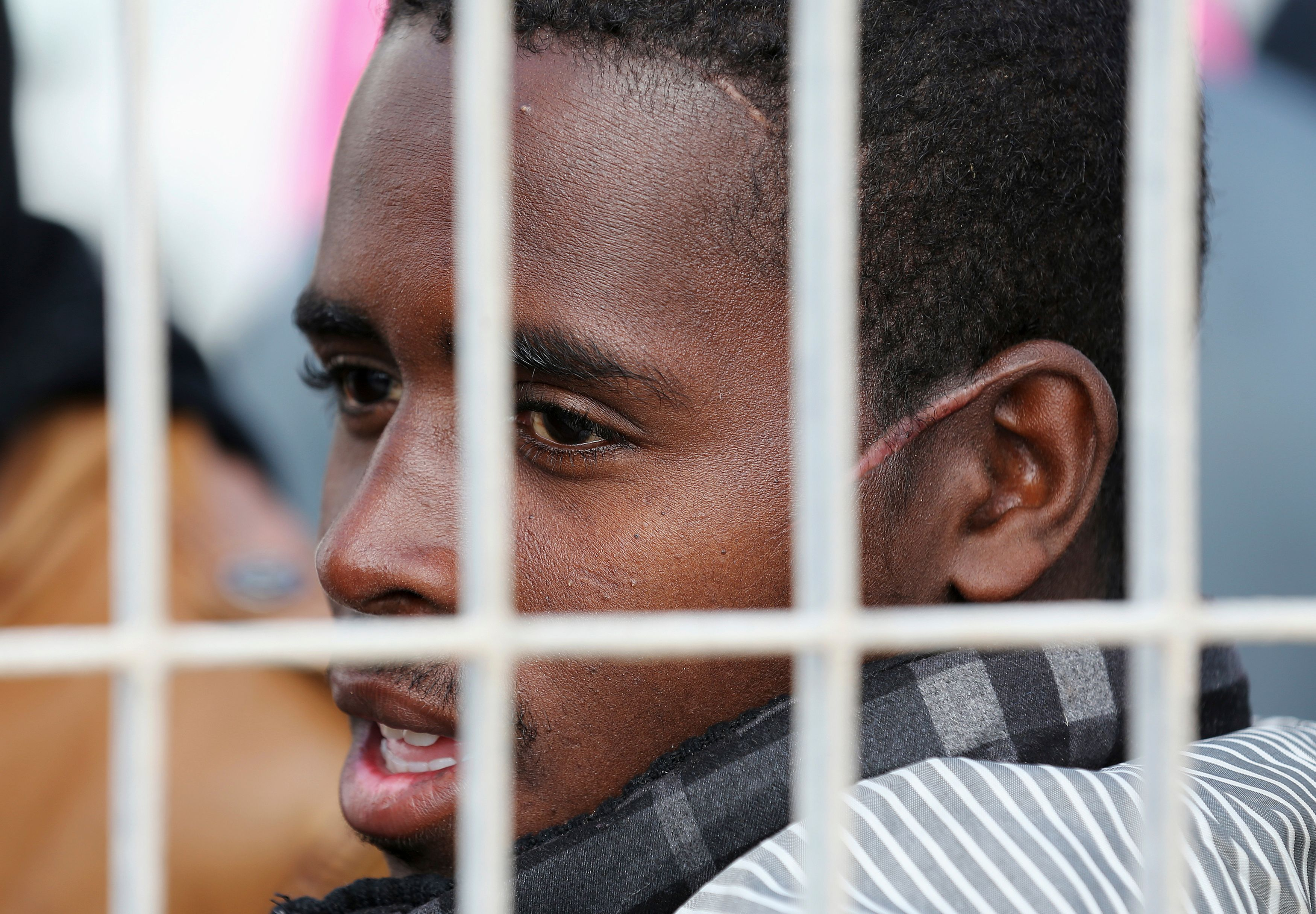 Un survivant à un naufrage placé dans un camps de réfugié en Italie.