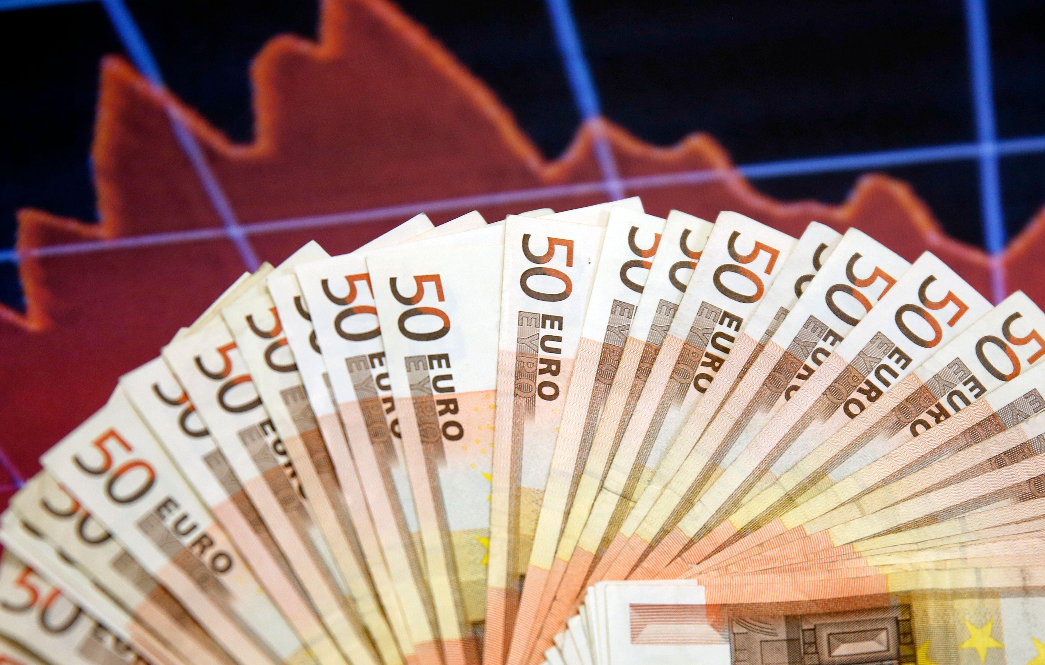 """La croissance pour 2015 en France sera """"au minimum de 1,1 %"""" selon Michel Sapin"""