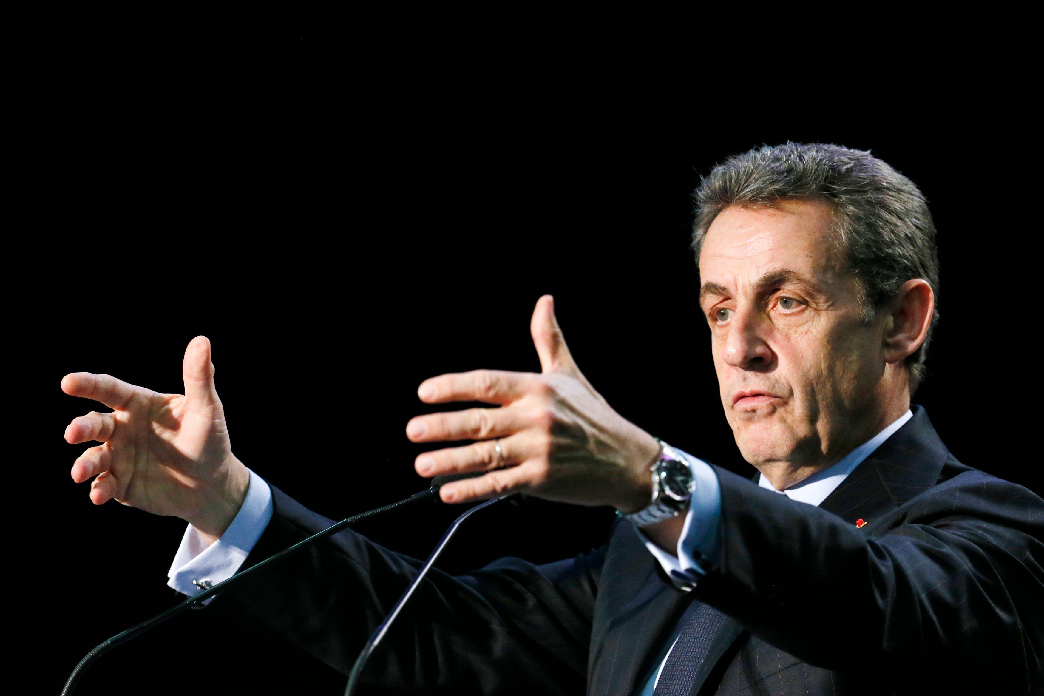 Sarkozy lâche sa garde mais verrouille le parti.