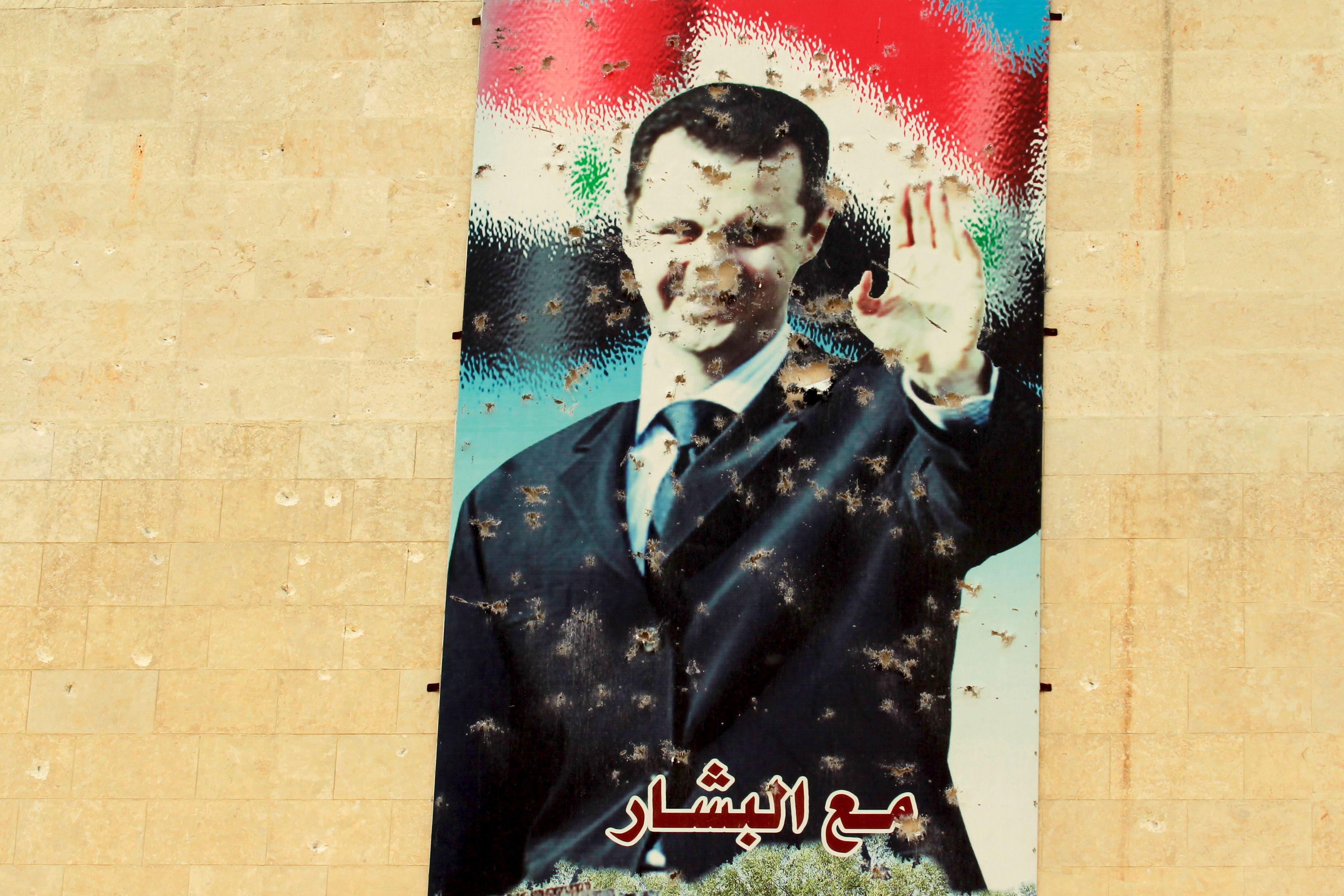 """Syrie : """"César"""", le photographe de l'horreur aux plus de 50 000 clichés, témoin des tortures du régime de Bachar el-Assad"""