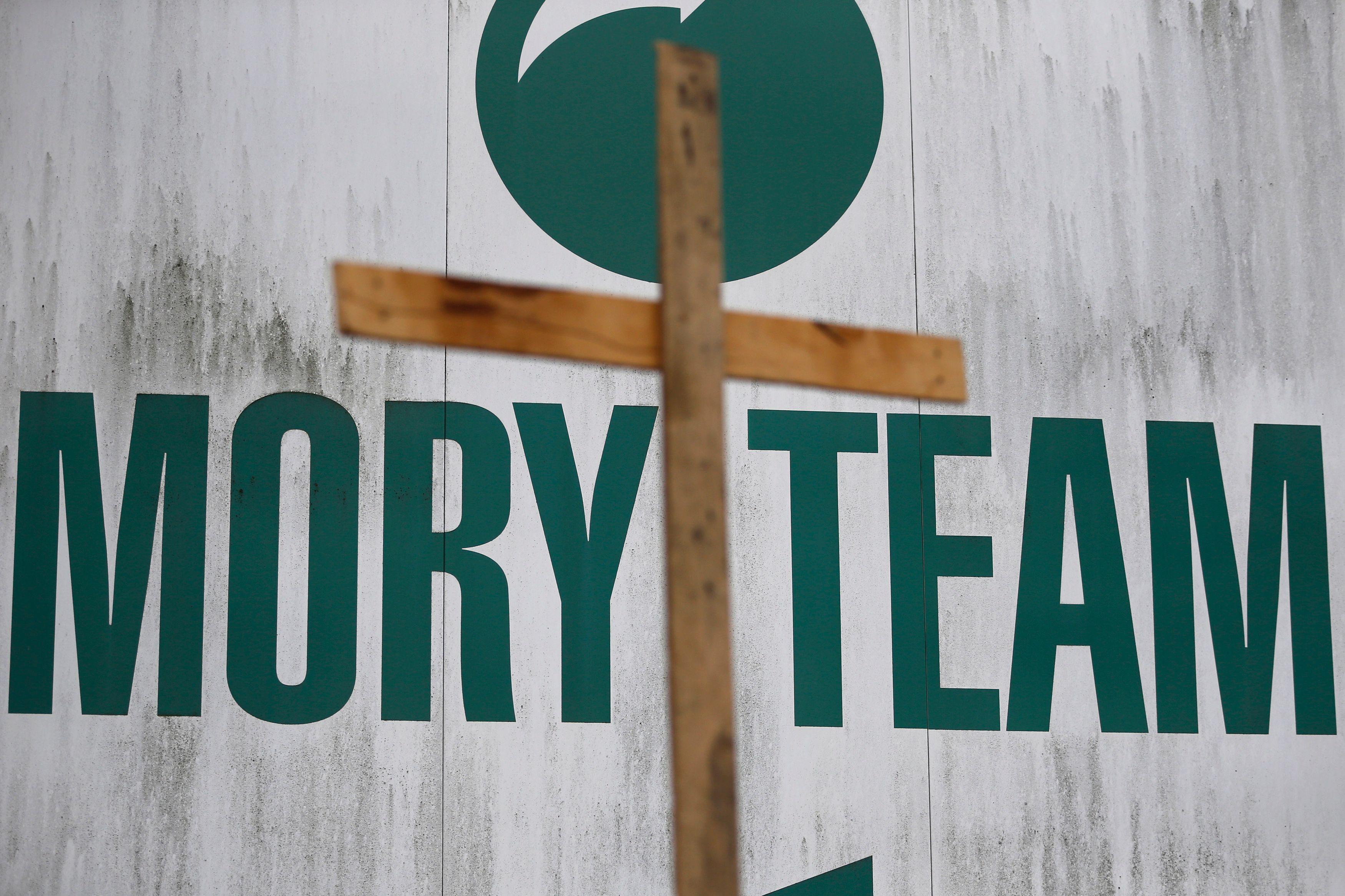 Une croix est représenté près du logo de la société de transport français Mory, placée en liquidation judiciaire.