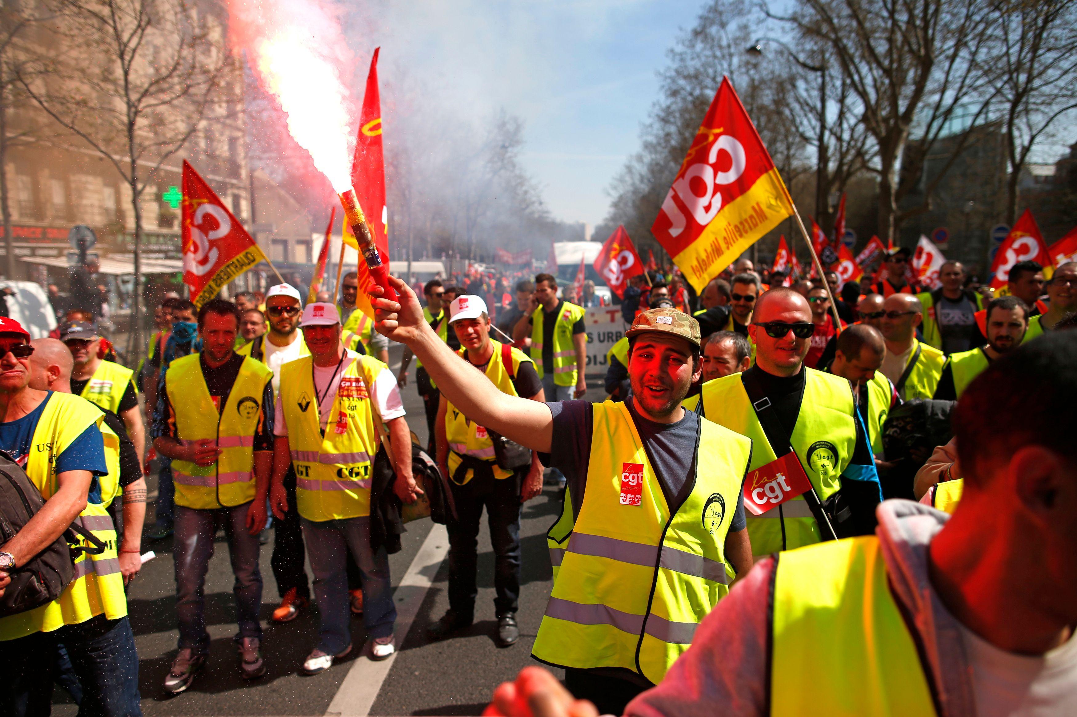 Mais pourquoi la loi travail fait-elle peur aux syndicats alors qu'elle est censée leur redonner du pouvoir ?