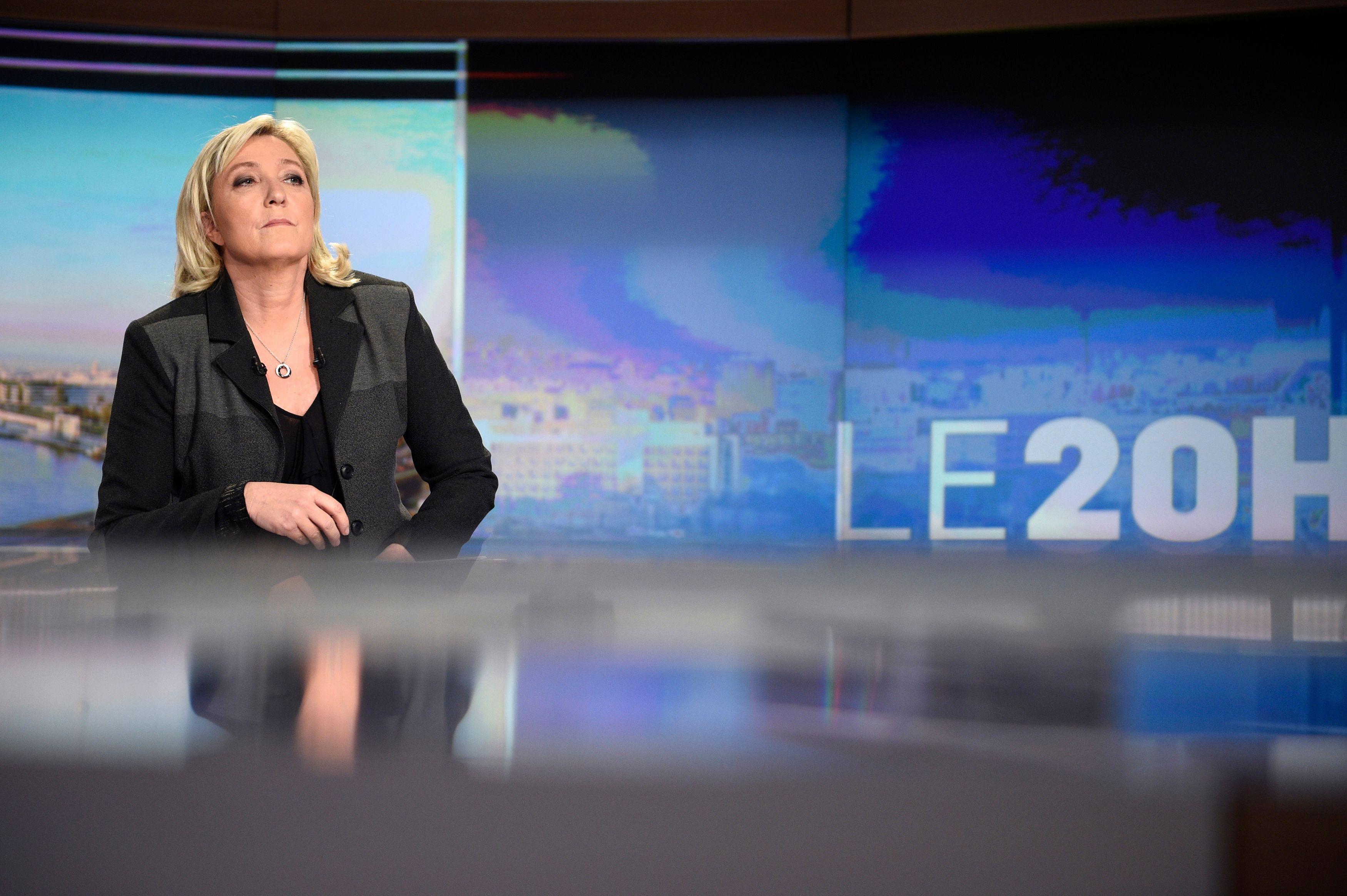 """Marine Le Pen : """"L'alliance Bayrou-Macron, c'est le retour de la vieille politique"""""""