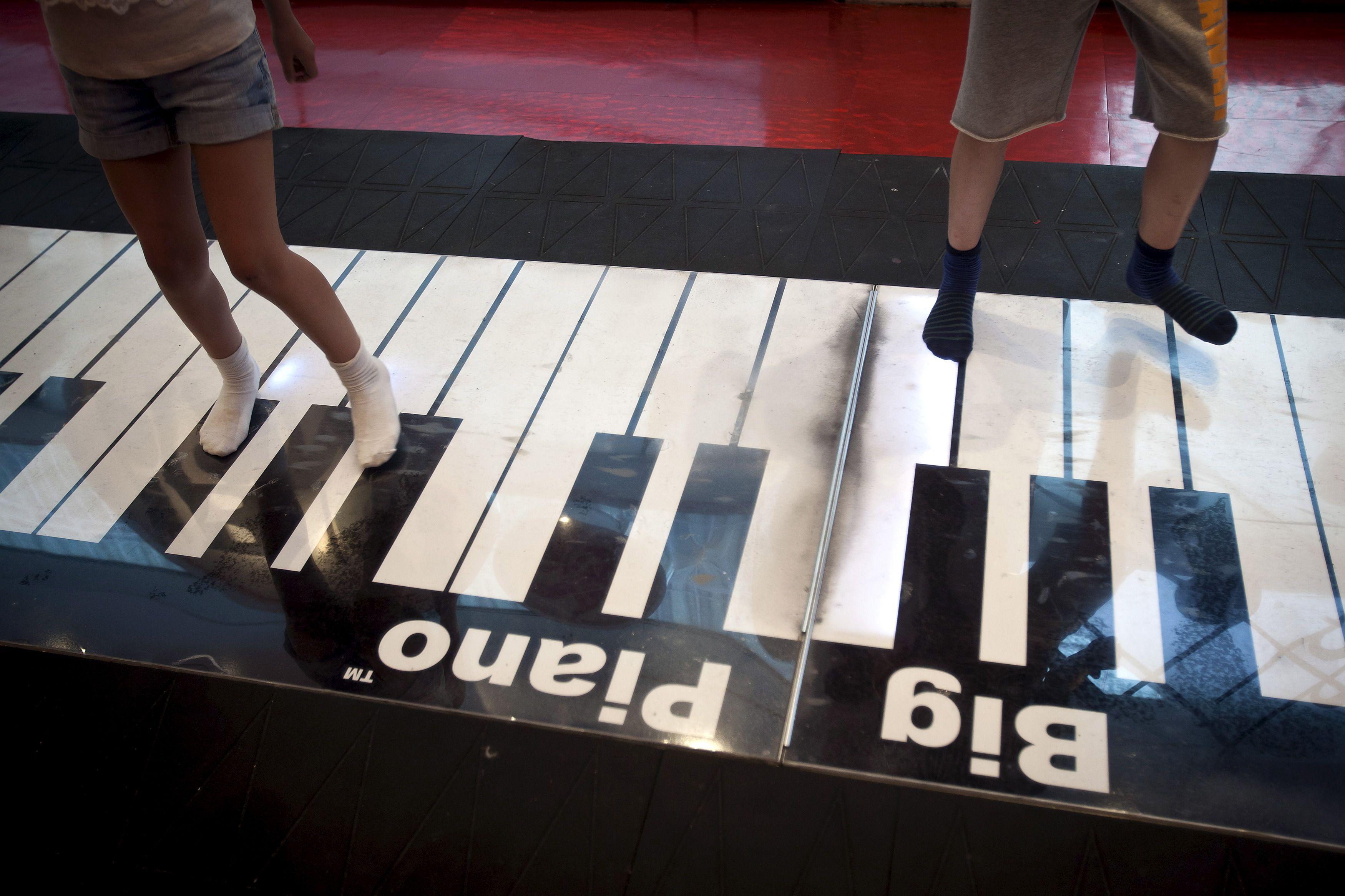 """Certaines études sur l'impact de l'éducation musicale chez les enfants ont conclu que cela rendait les enfants """"plus intelligents""""."""