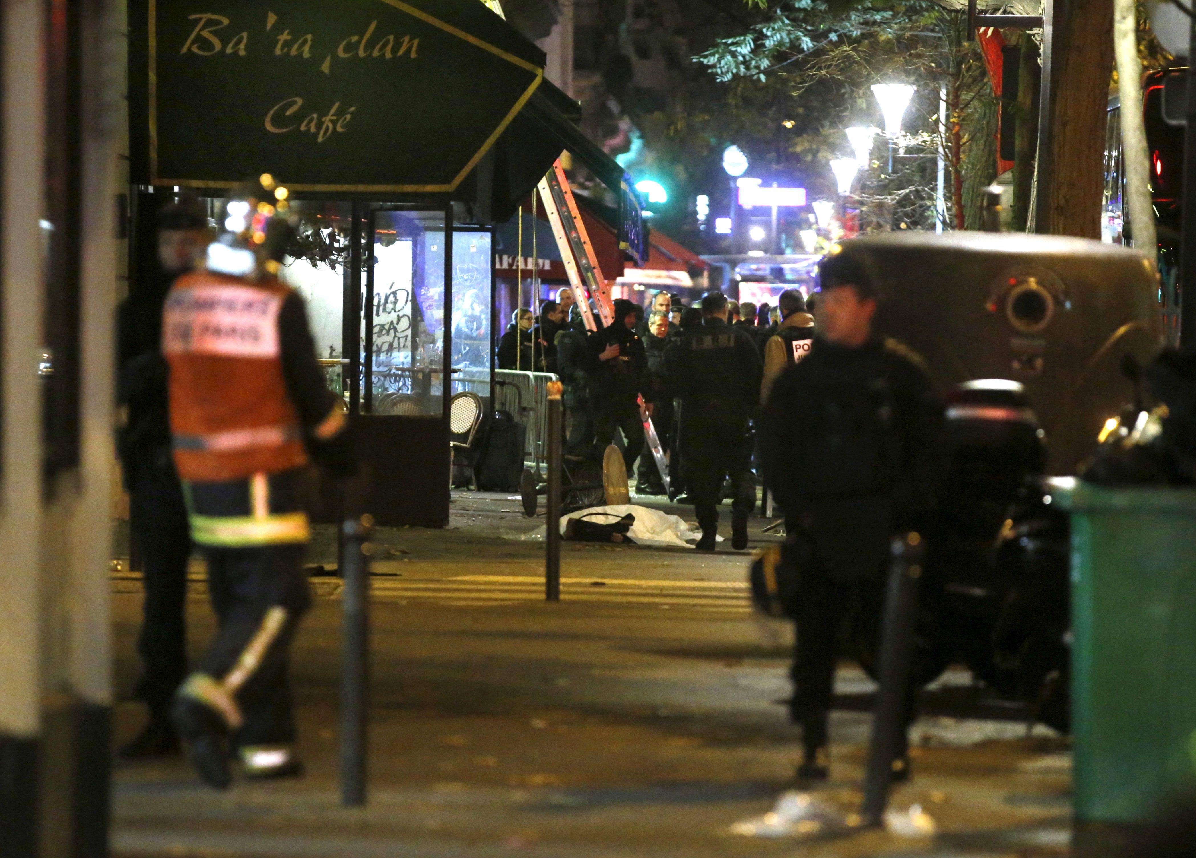 """Attentats de Paris : le commissaire de la BAC et son chauffeur qui ont tué un assaillant Bataclan très marqués, """"on glissait sur le sang et les corps"""""""
