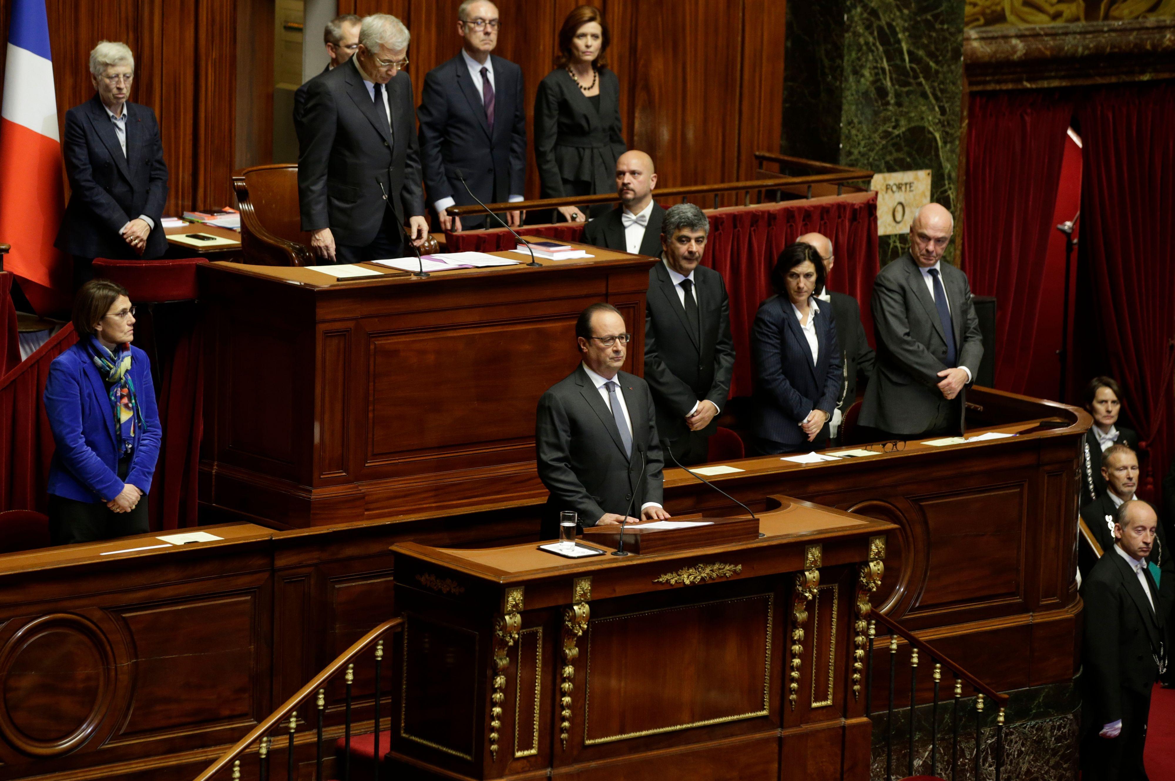"""""""Aucun des régimes offert par la constitution ne correspond à la situation que nous vivons"""" a déclaré François Hollande devant le congrès."""
