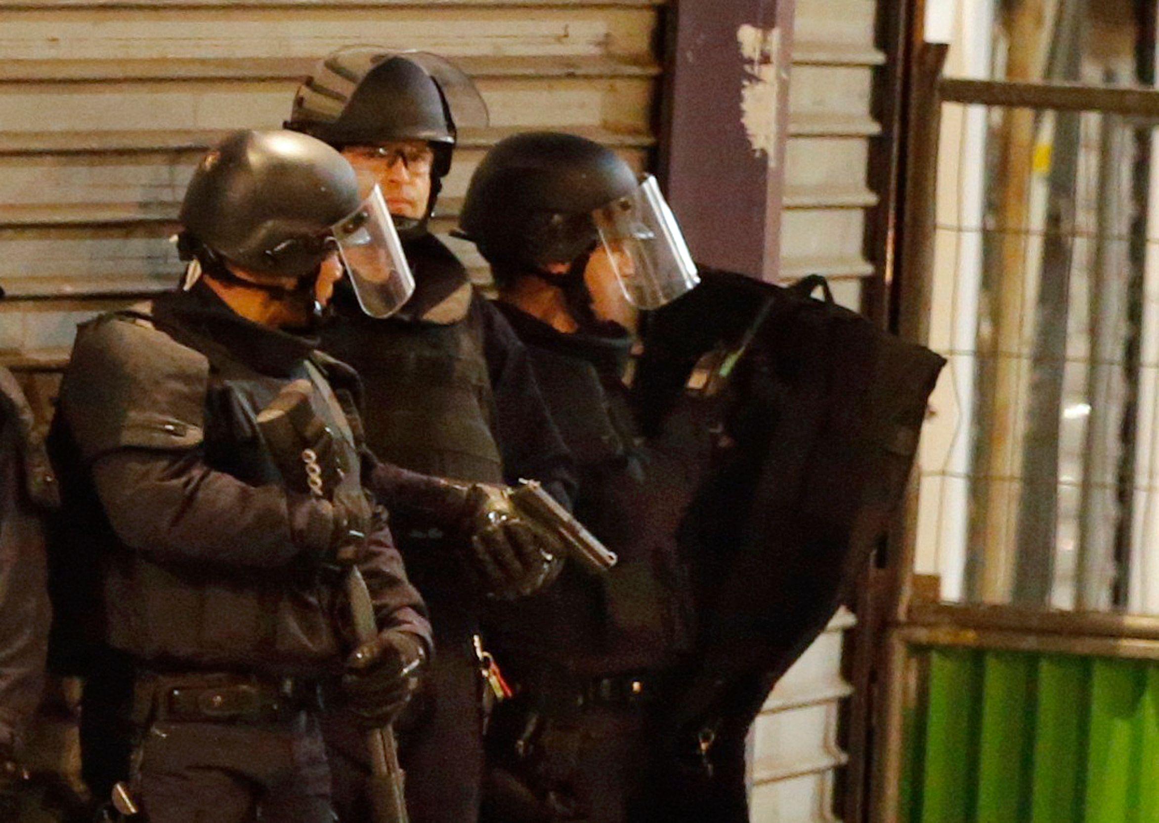 Trois individus ont été interpellés et se trouvent actuellement en garde à vue.