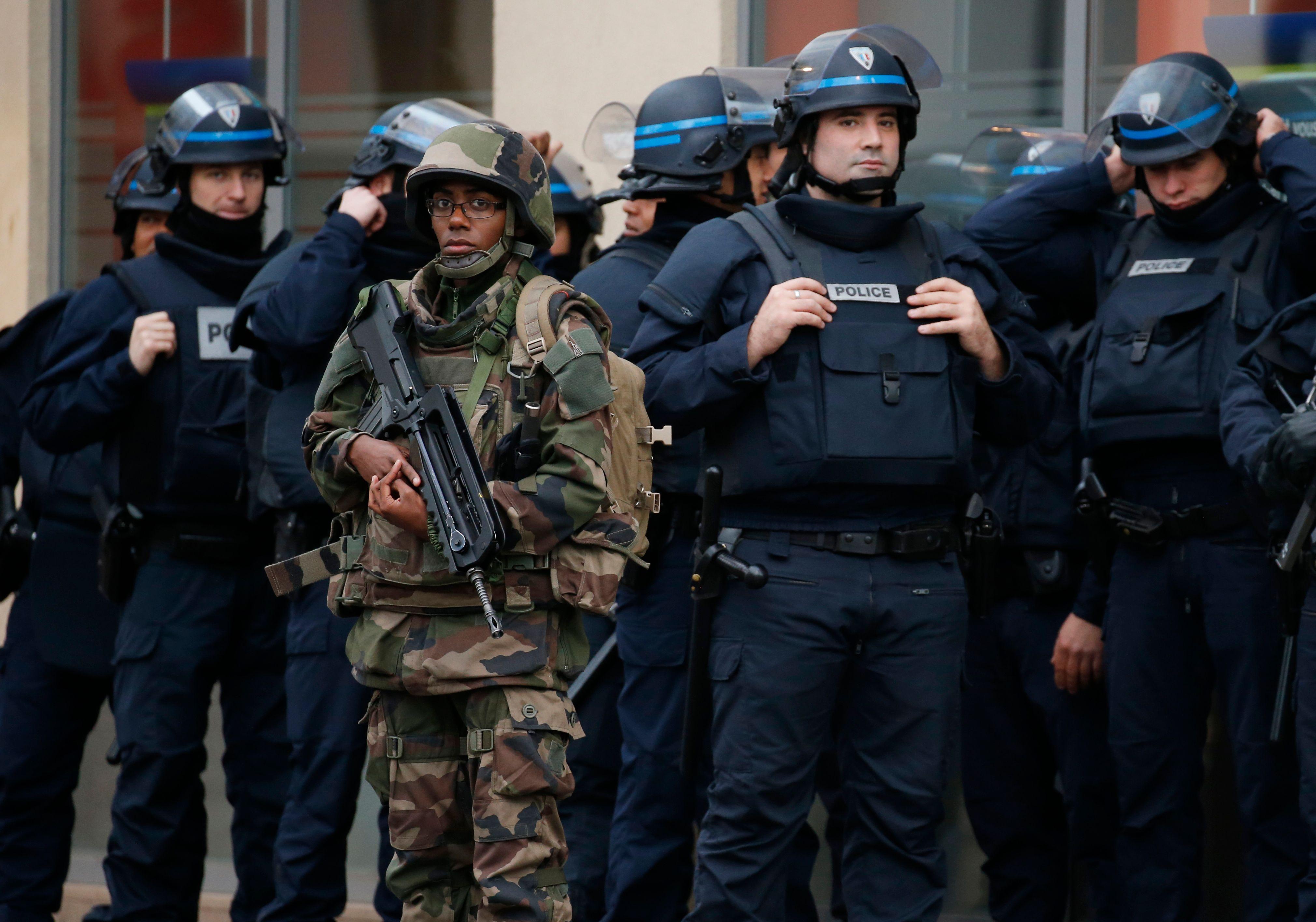 Les forces de l'ordre française manquent de moyens.