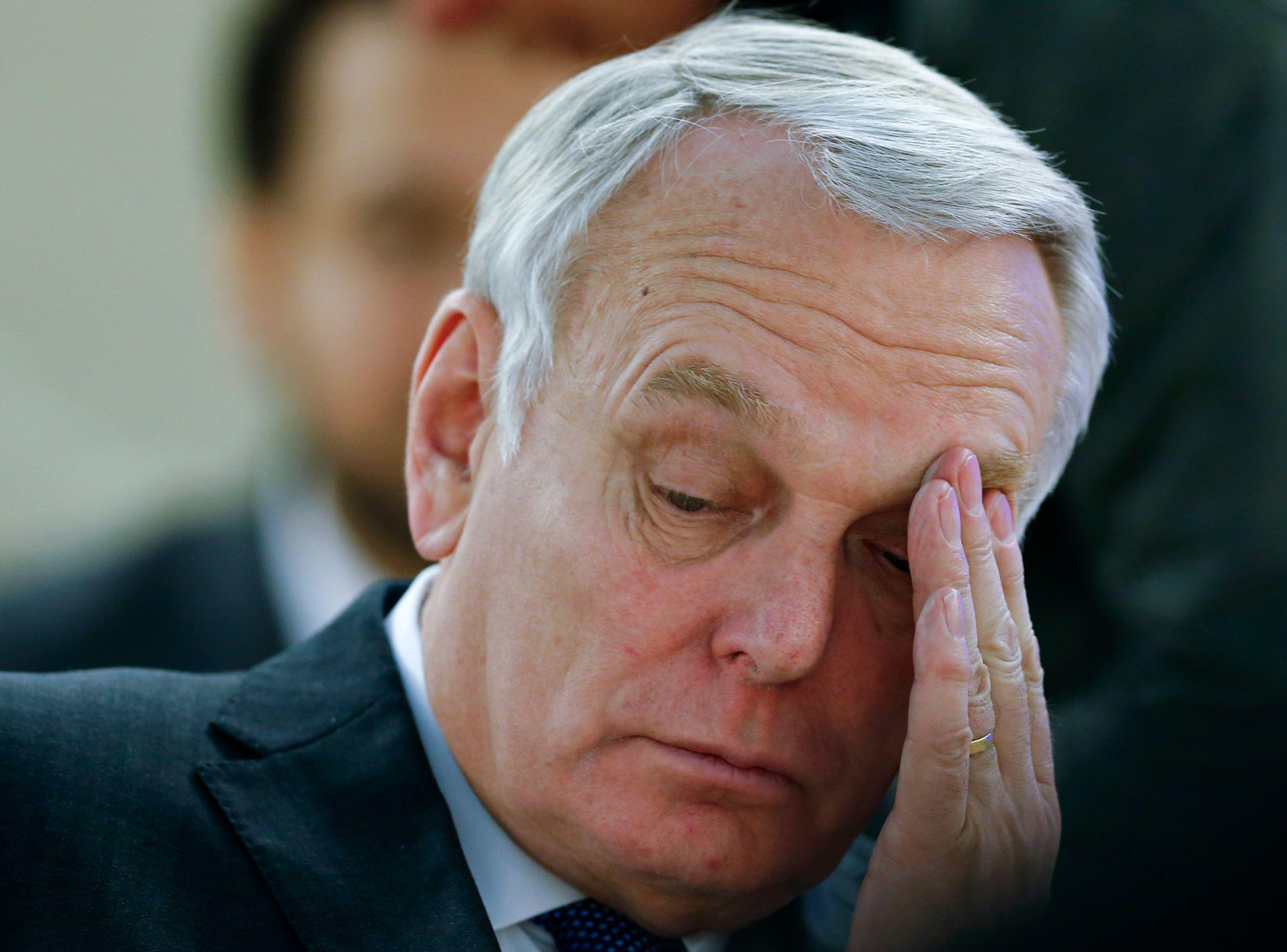 """Visite de Poutine à Paris : """"pas pour des mondanités"""" prévient Jean-Marc Ayrault"""