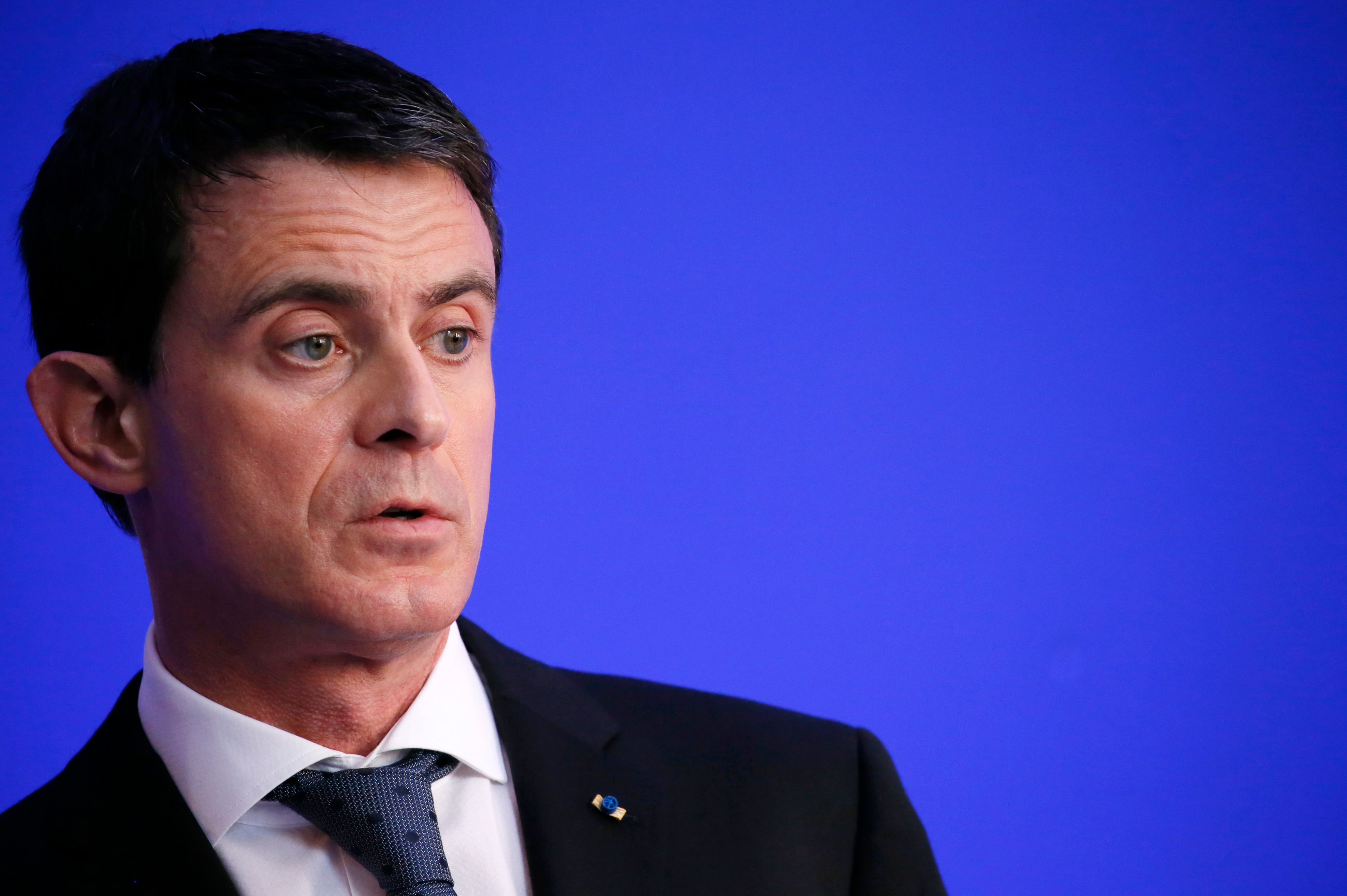 """Démission d'Emmanuel Macron : """"Dans ce moment-là, on ne peut pas partir, on ne peut pas déserter"""", estime Manuel Valls"""