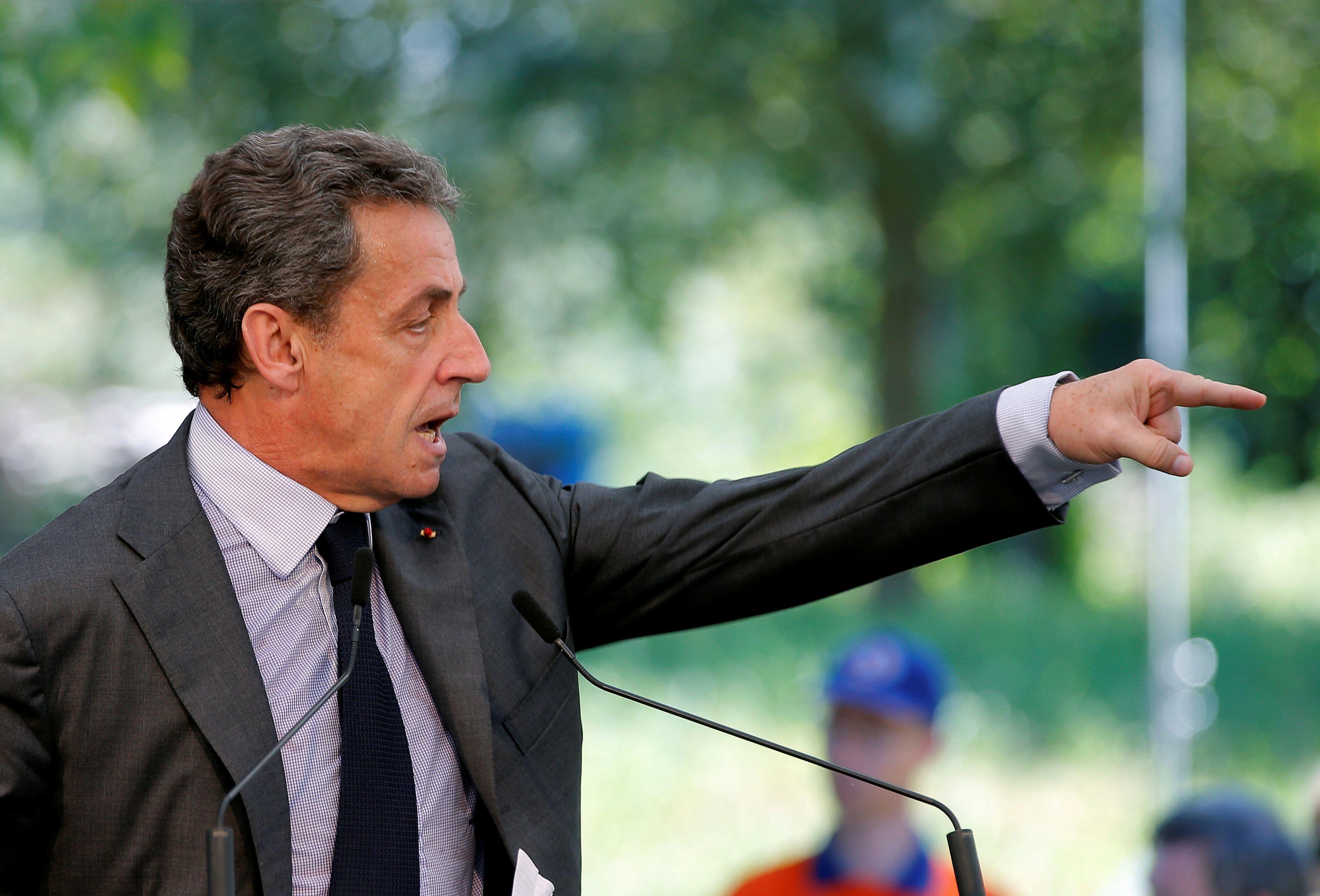 """""""Si on pense que la France est heureuse, alors direction l'homéopathie"""" lance Nicolas Sarkozy"""