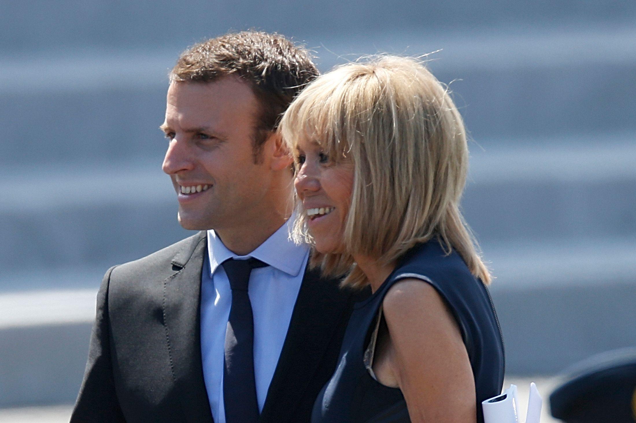 """Le magazine """"Elle"""" avec Brigitte Macron bat des records de vente"""