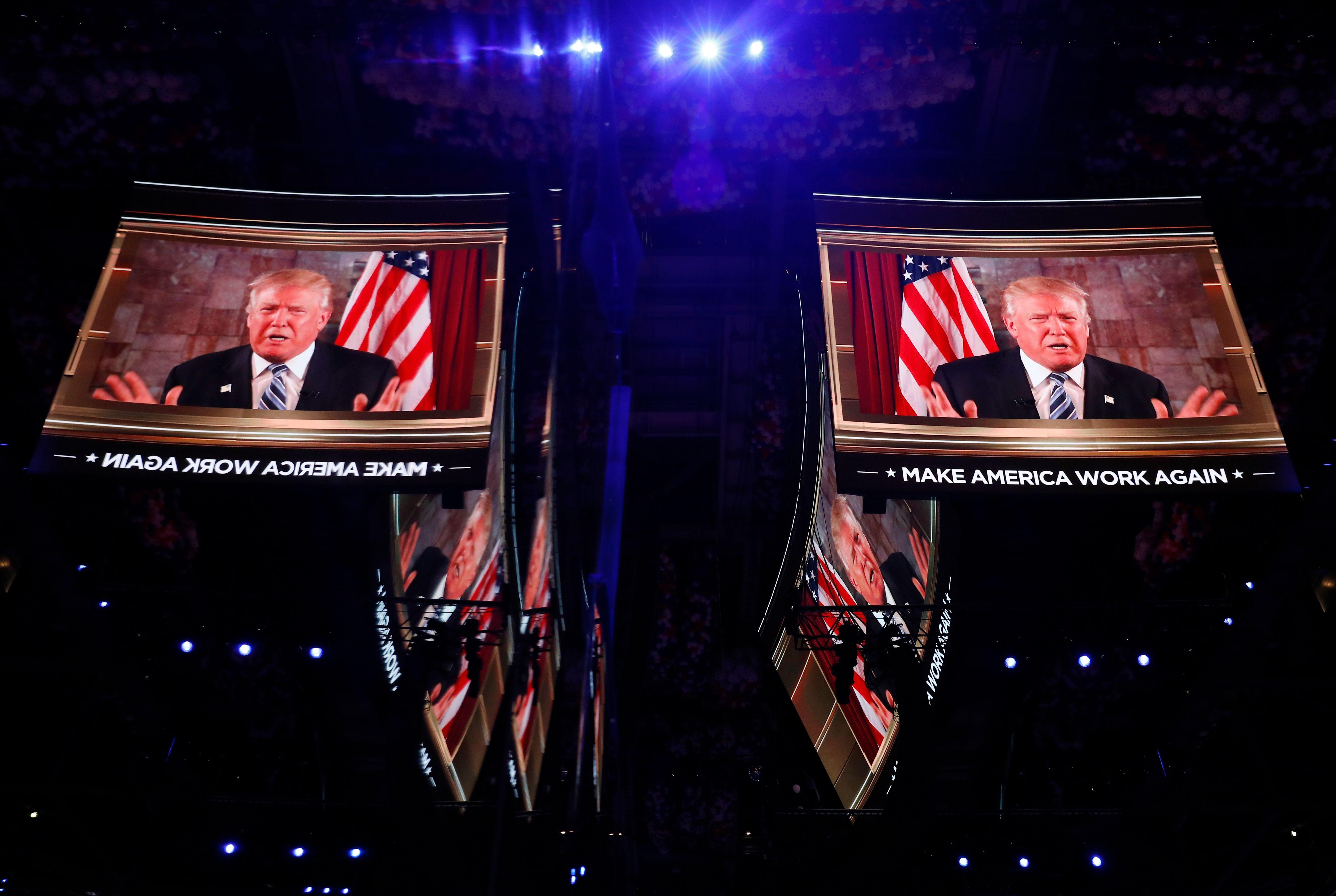2016 : pour la première fois, Donald Trump en tête des sondages face à Hillary Clinton
