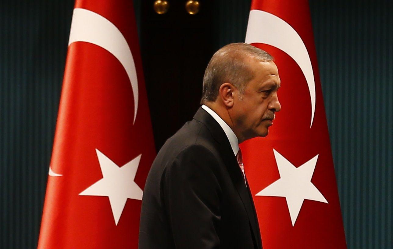 """Erdogan : """"Mme Merkel, pourquoi cachez-vous des terroristes dans votre pays ?"""""""