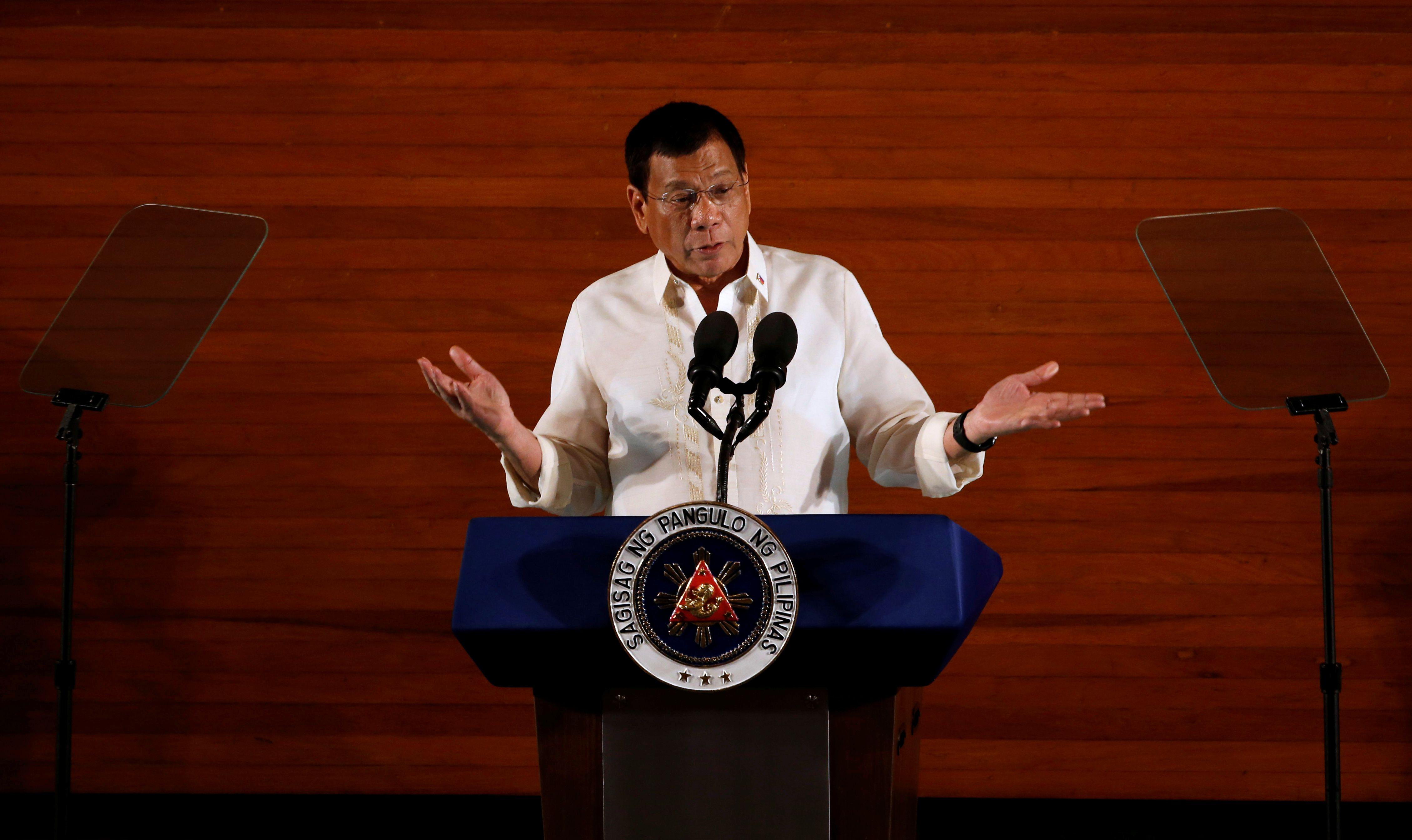 Philippines : Rodrigo Duterte subit le contrecoup de ses outrances