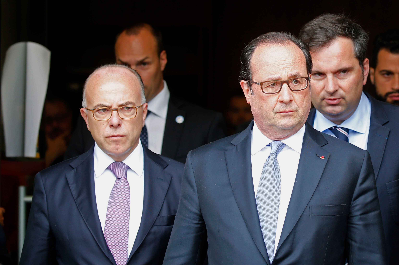 Popularité : Hollande perd un point, Cazeneuve chute de six